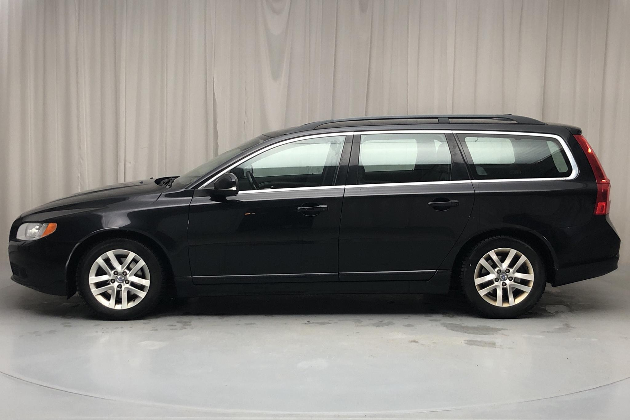Volvo V70 II D2 (115hk) - 147 820 km - Manual - black - 2013