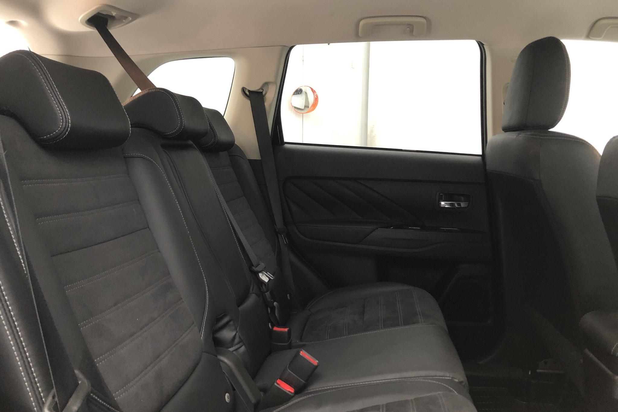 Mitsubishi Outlander 2.0 Plug-in Hybrid 4WD (121hk) - 59 010 km - Automatic - black - 2018