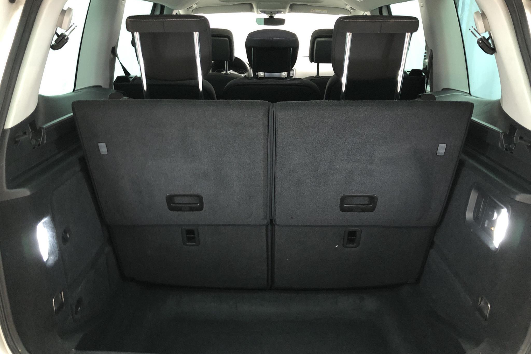 VW Sharan 2.0 TDI (150hk) - 4 406 mil - Automat - vit - 2019