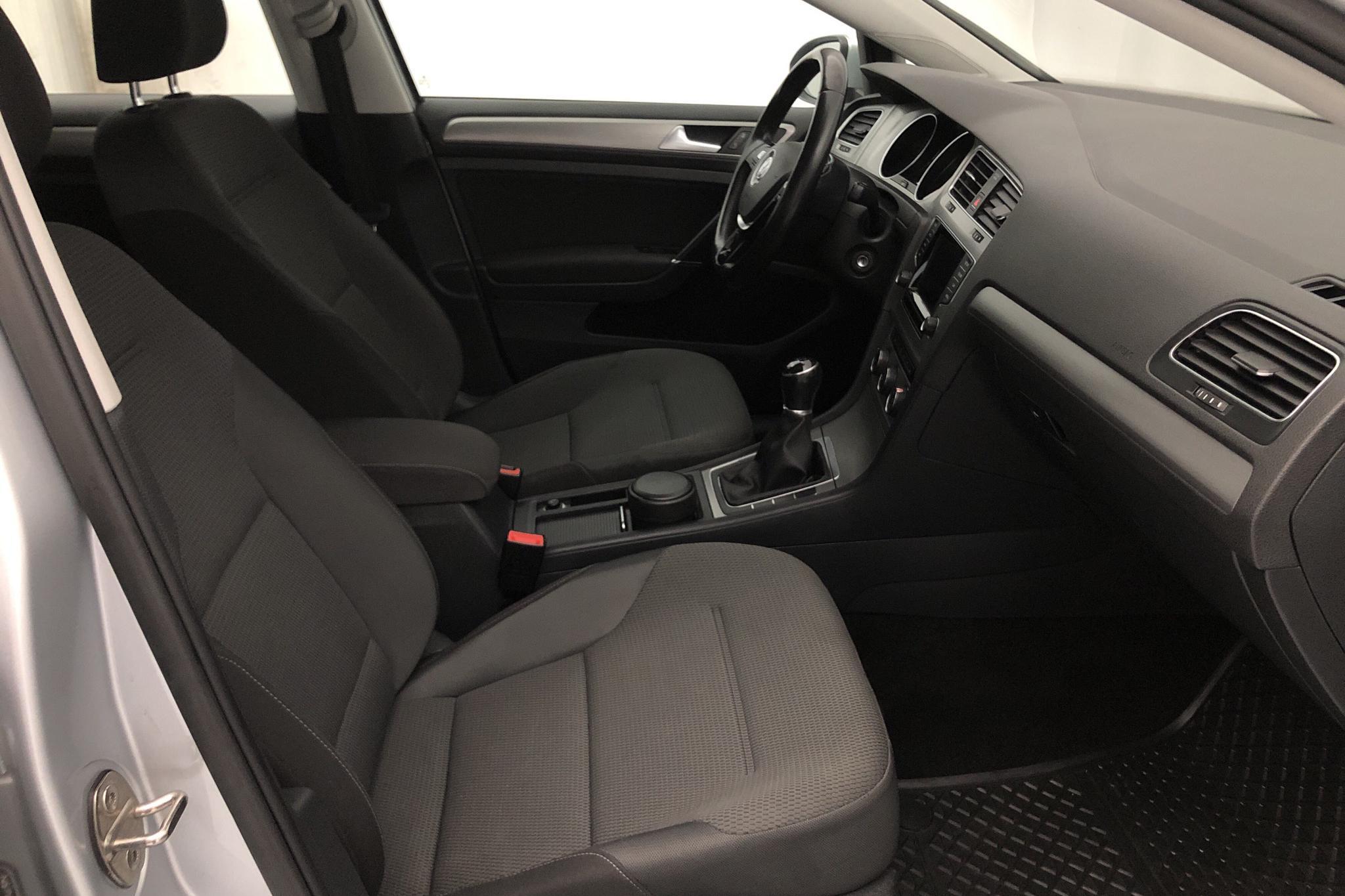 VW Golf VII 1.2 TSI 5dr (105hk) - 102 510 km - Manual - silver - 2015