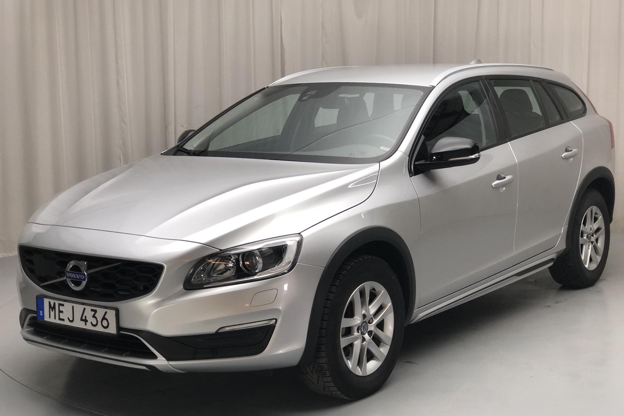 Volvo V60 D3 Cross Country (150hk) - 102 810 km - Manual - silver - 2016