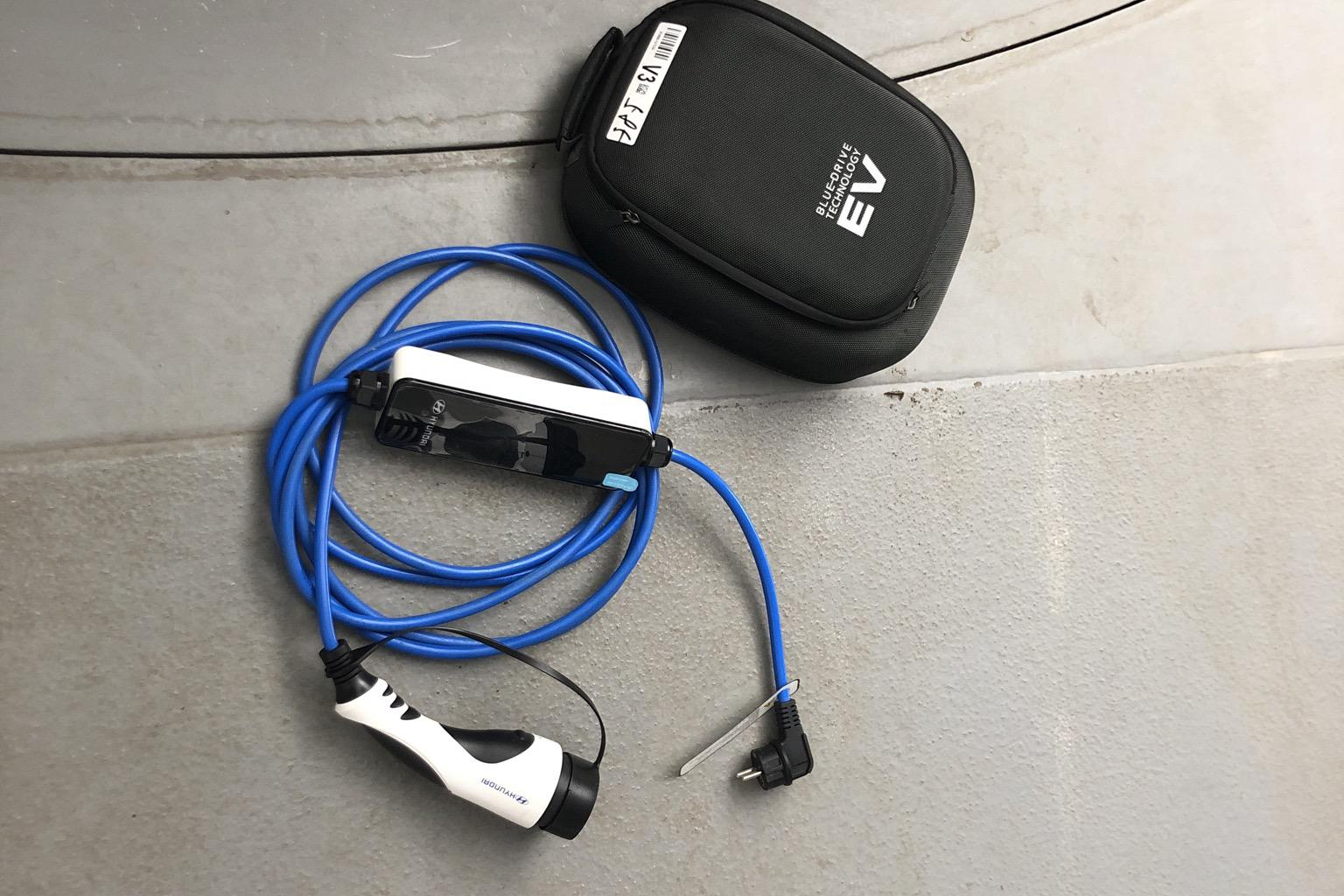 Hyundai IONIQ Plug-in (141hk) - 38 300 km - Automatic - Dark Blue - 2019