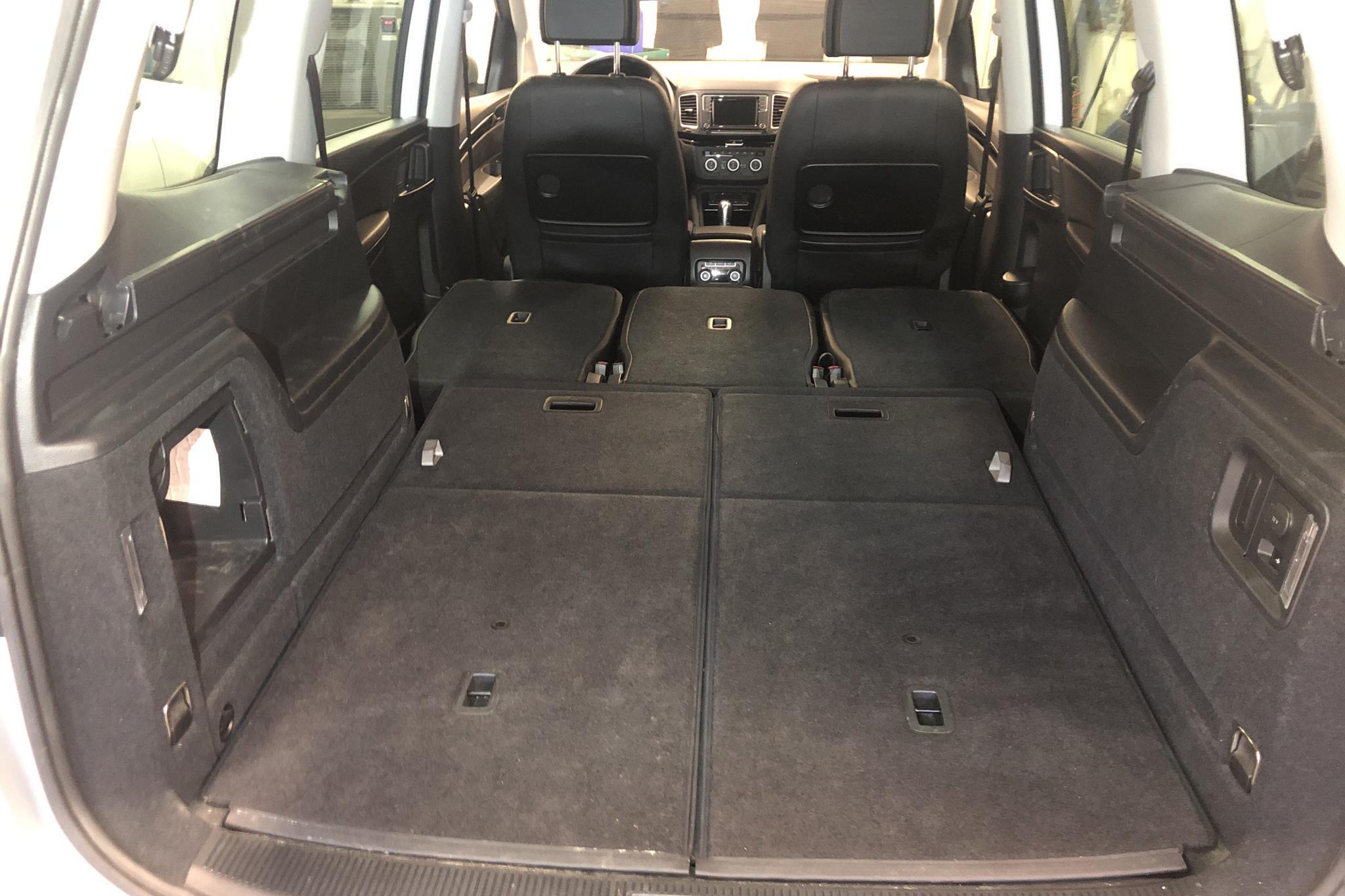 VW Sharan 2.0 TDI 4Motion (184hk) - 43 570 km - Automatic - silver - 2017