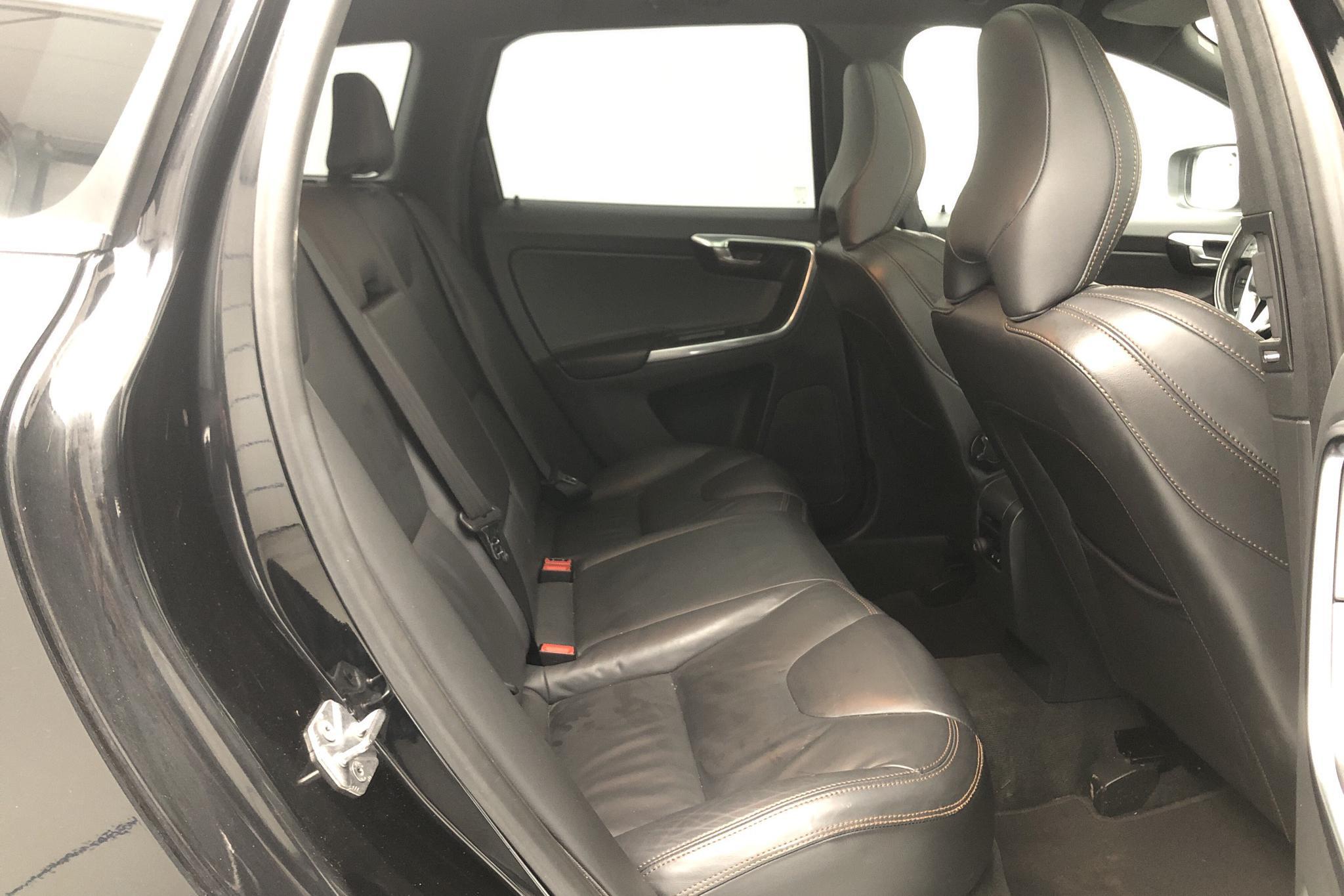 Volvo XC60 D4 AWD (181hk) - 9 077 mil - Automat - svart - 2014
