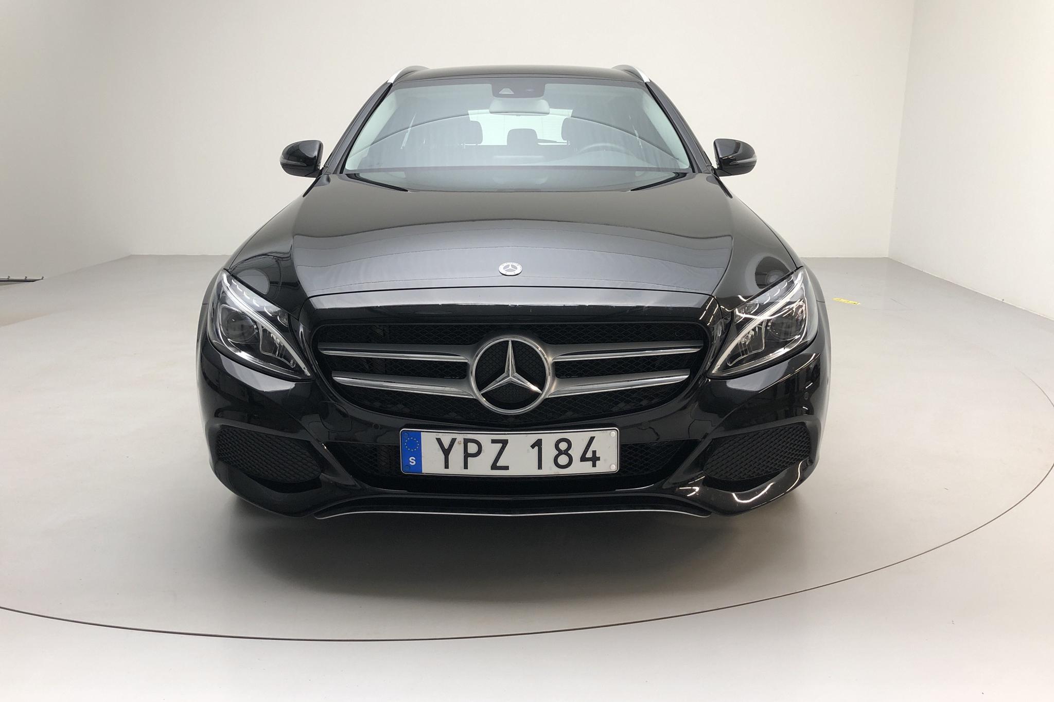 Mercedes C 220 d Kombi S205 (170hk) - 39 760 km - Manual - black - 2018