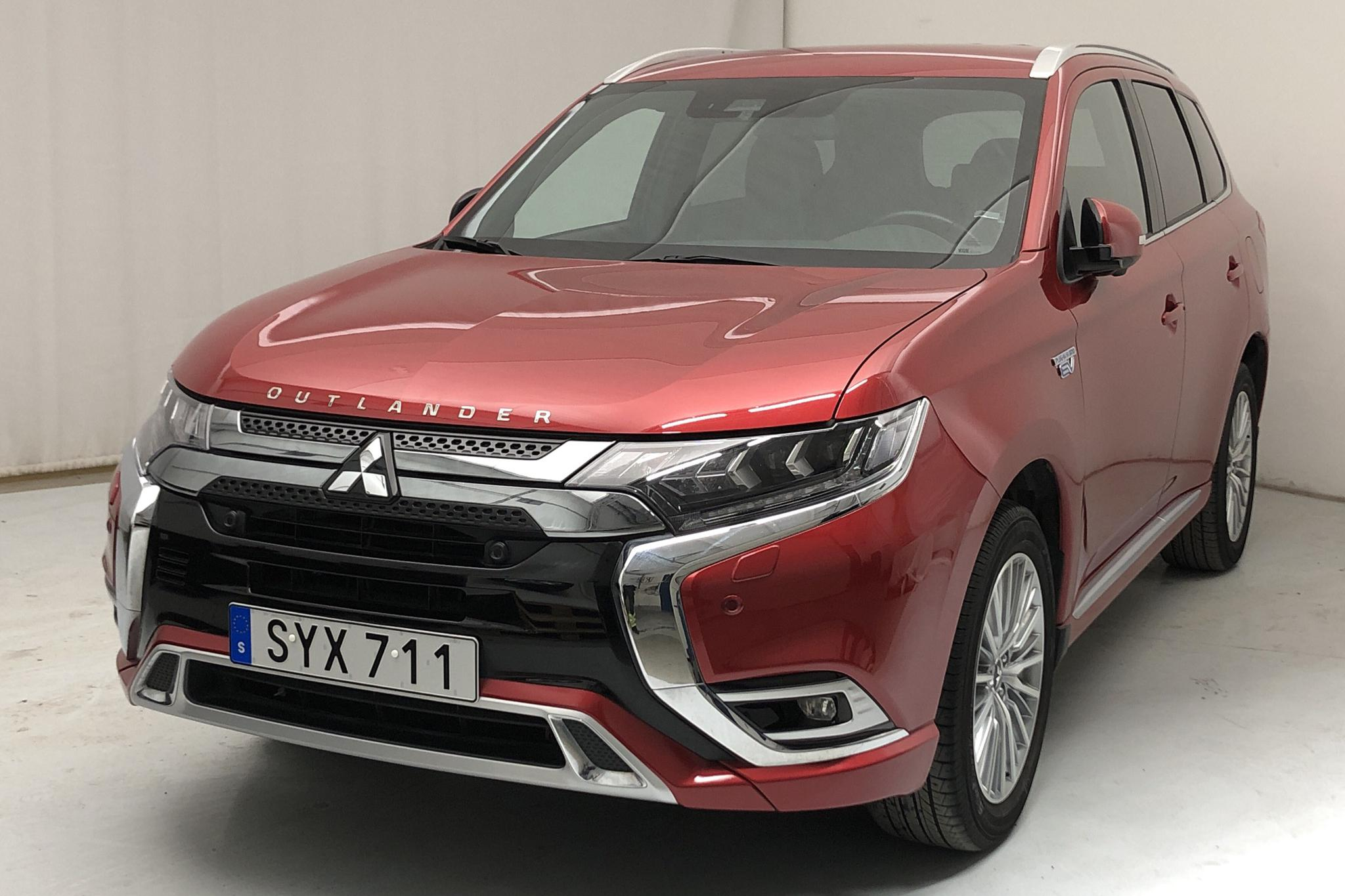 Mitsubishi Outlander 2.4 Plug-in Hybrid 4WD (136hk) - 32 590 km - Automatic - red - 2019