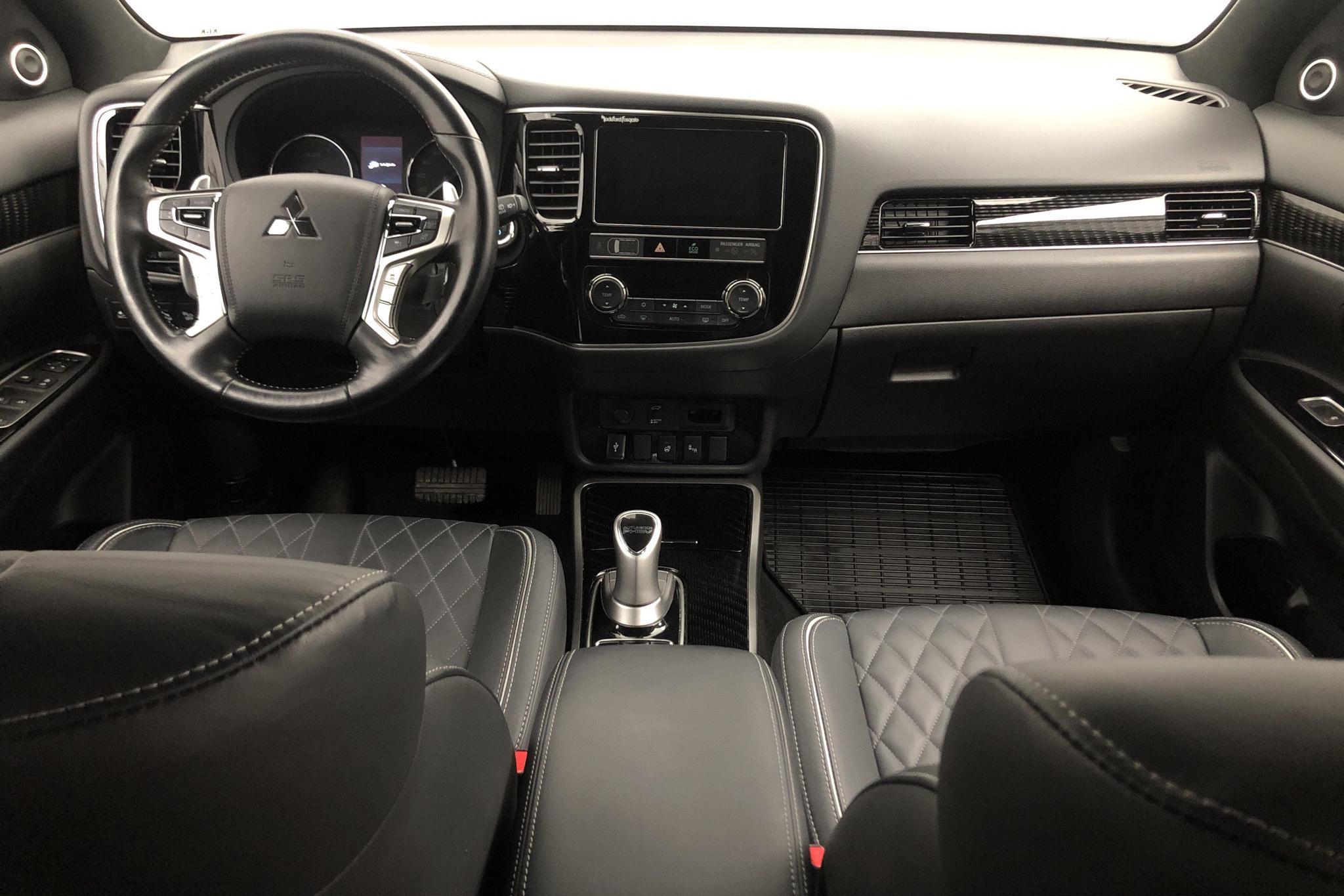 Mitsubishi Outlander 2.4 Plug-in Hybrid 4WD (136hk) - 3 259 mil - Automat - röd - 2019