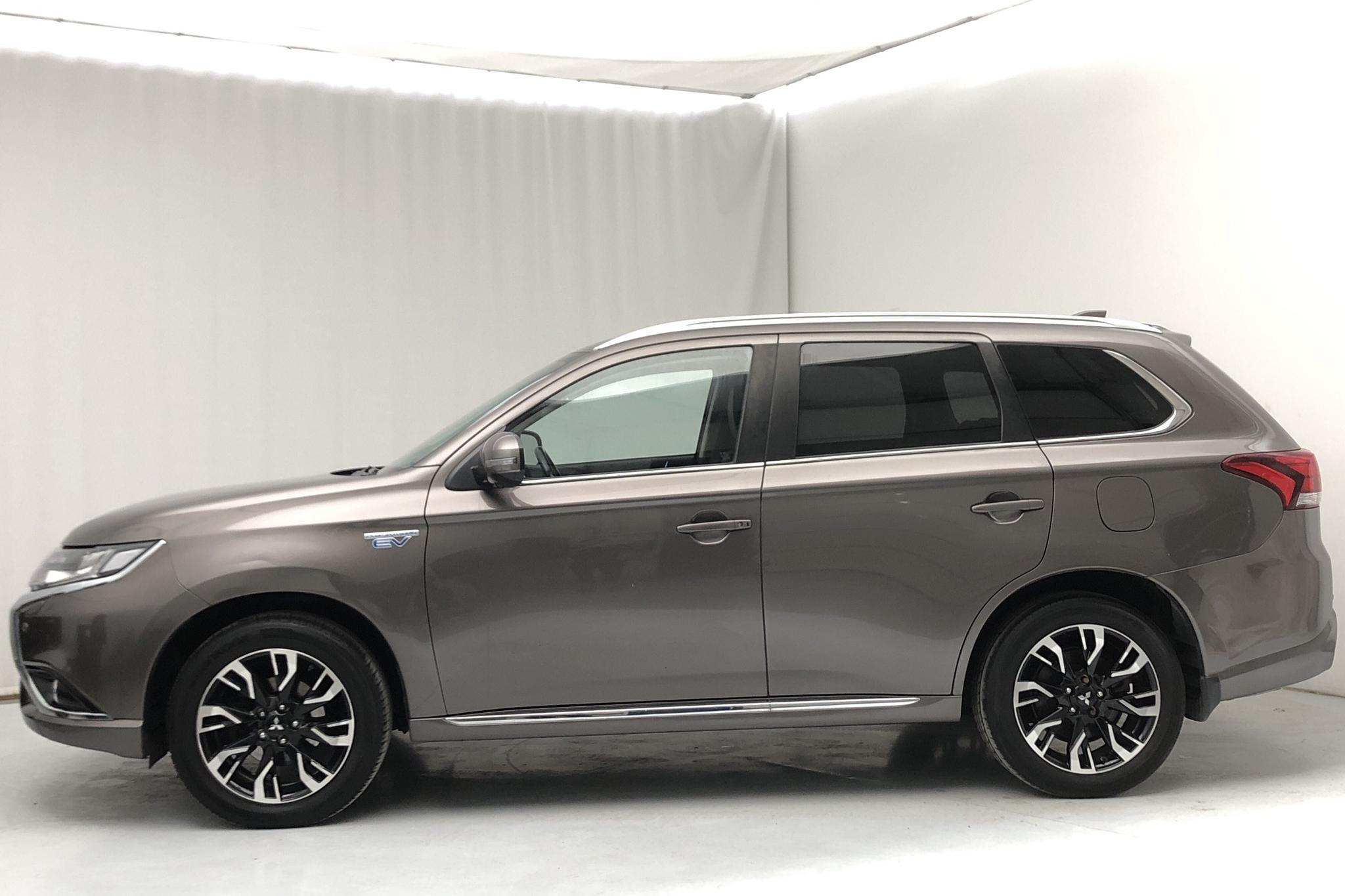 Mitsubishi Outlander 2.0 Plug-in Hybrid 4WD (121hk) - 50 760 km - Automatic - brown - 2017