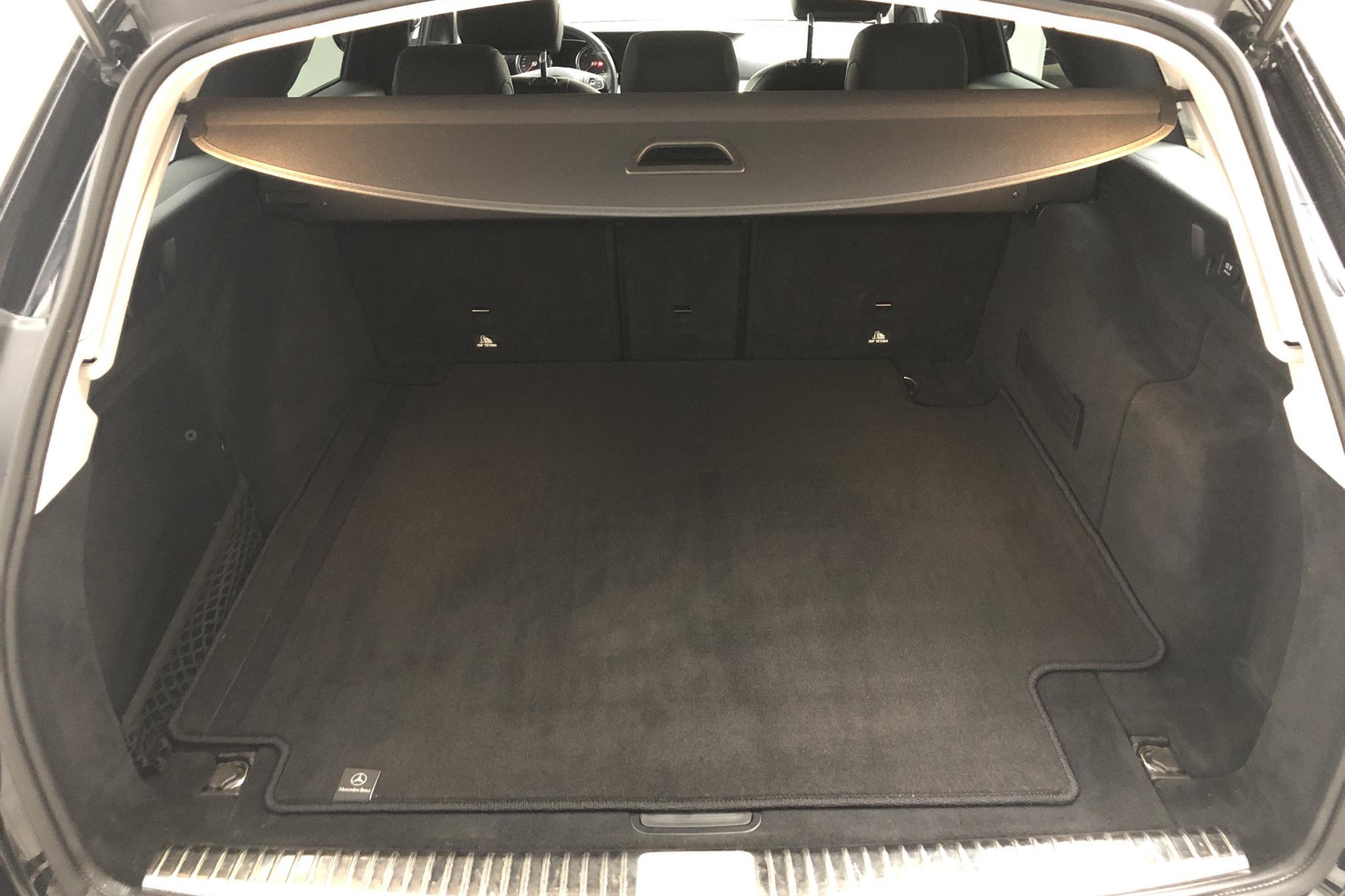 Mercedes E 220 d Kombi S213 (194hk) - 18 733 mil - Automat - svart - 2017