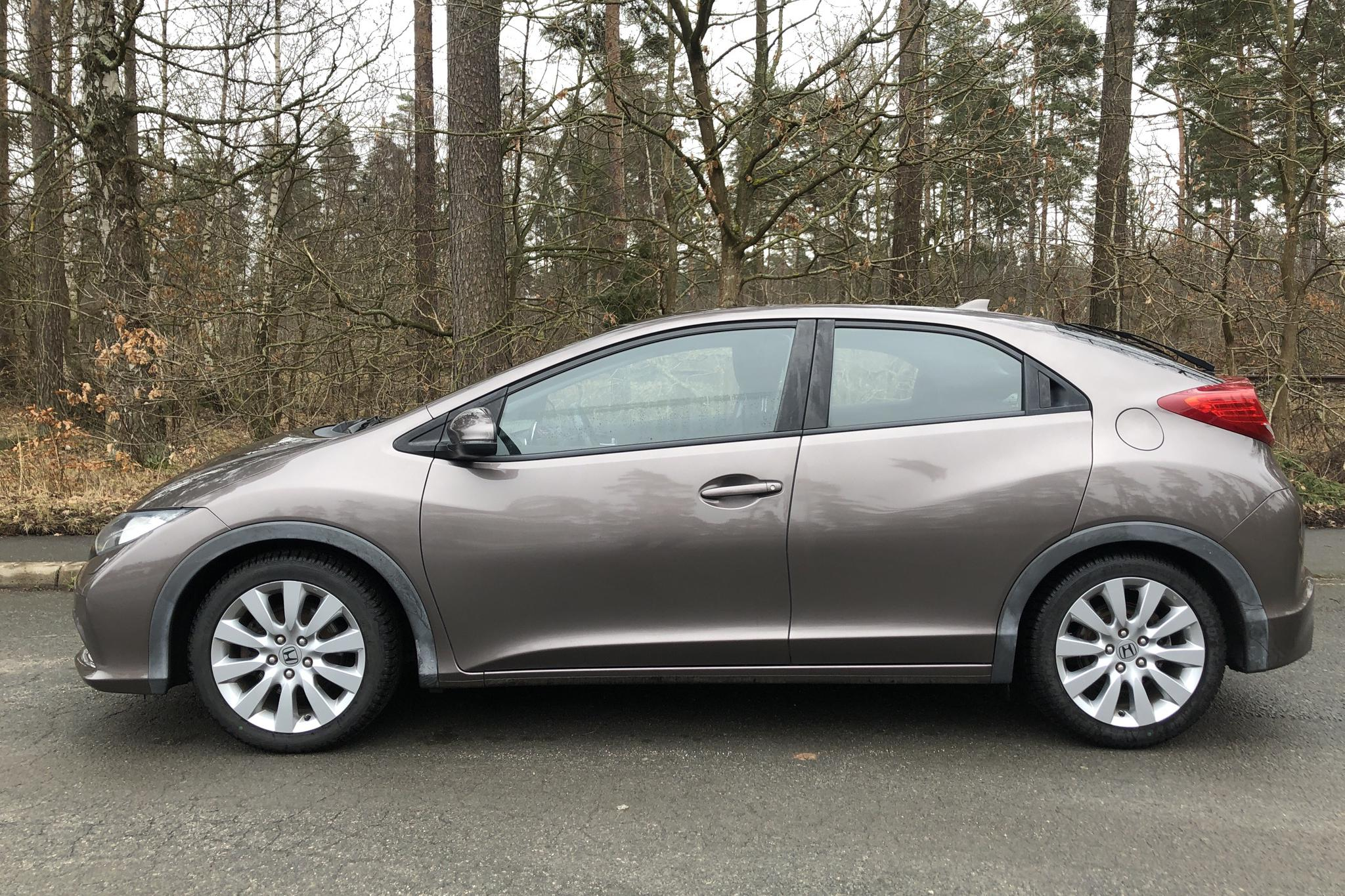 Honda Civic 1.8 i-VTEC 5dr (142hk) - 11 561 mil - Manuell - grå - 2012