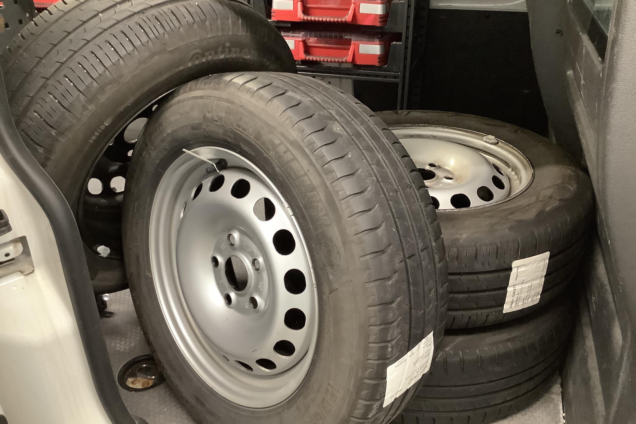 VW Caddy 2.0 TDI Maxi Skåp (102hk) - 6 654 mil - Manuell - vit - 2016