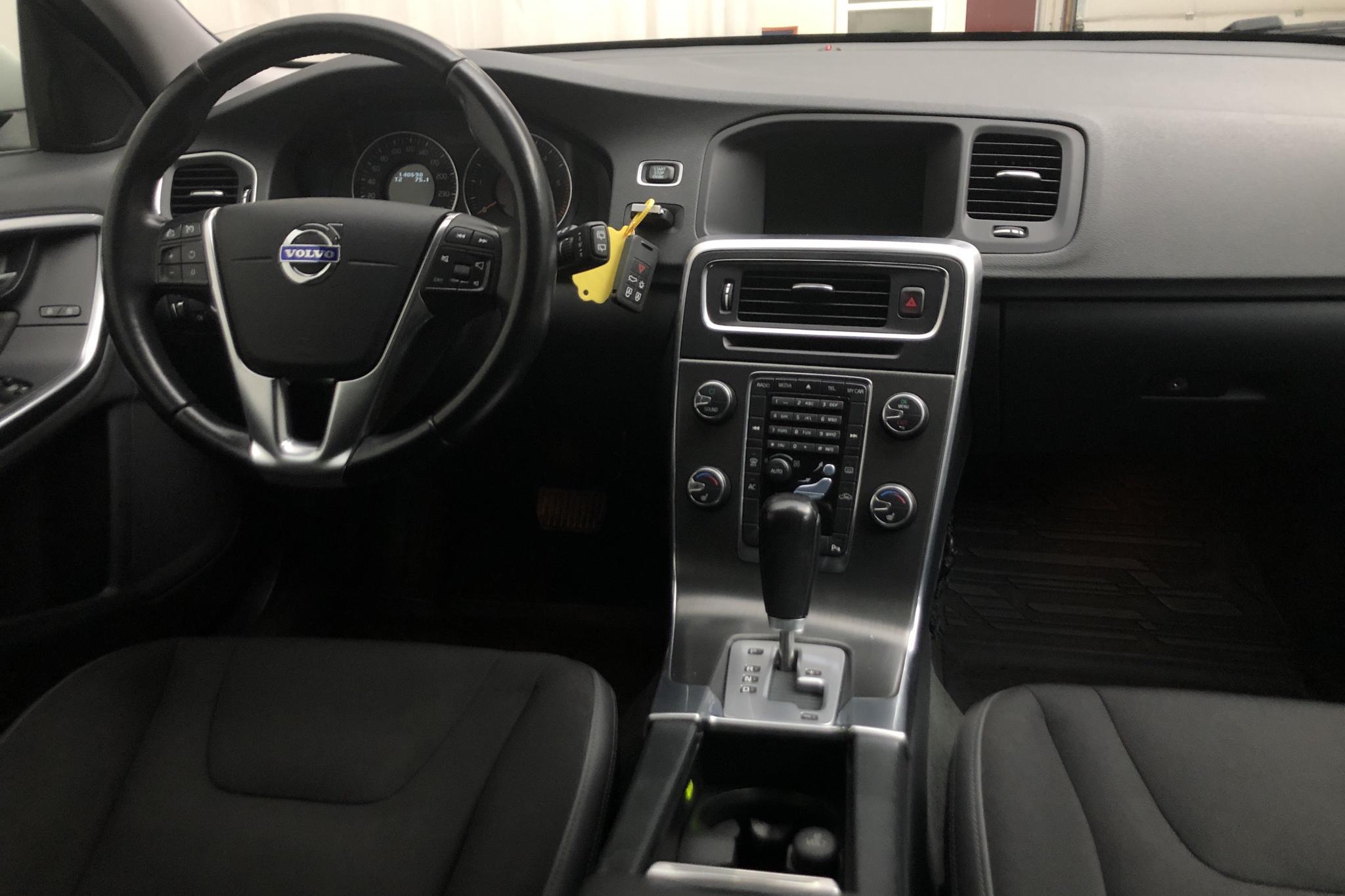 Volvo V60 D3 (163hk) - 140 690 km - Automatic - white - 2012