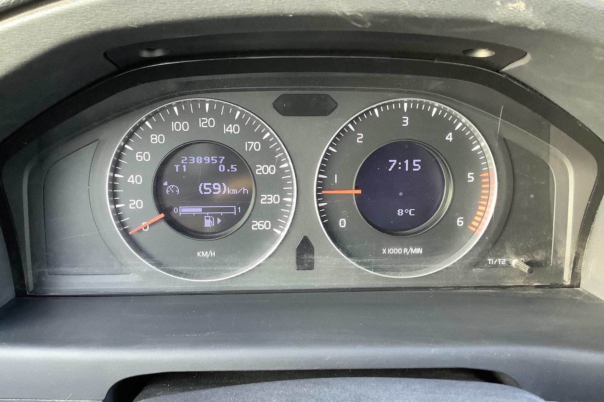 Volvo V70 II 2.4D (163hk) - 238 960 km - Manual - black - 2008