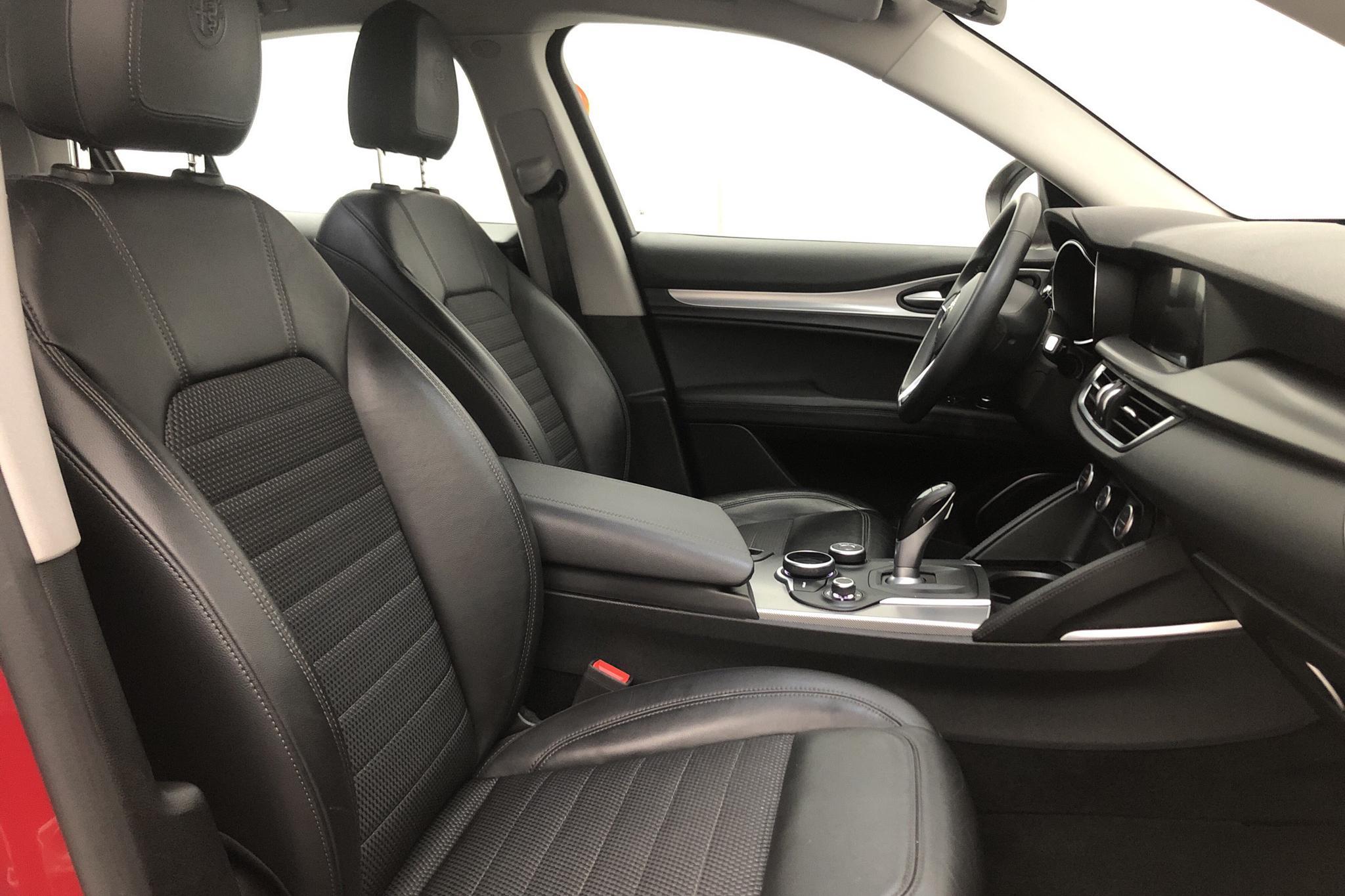 Alfa Romeo Stelvio 2.2 D AWD (210hk) - 8 224 mil - Automat - röd - 2017