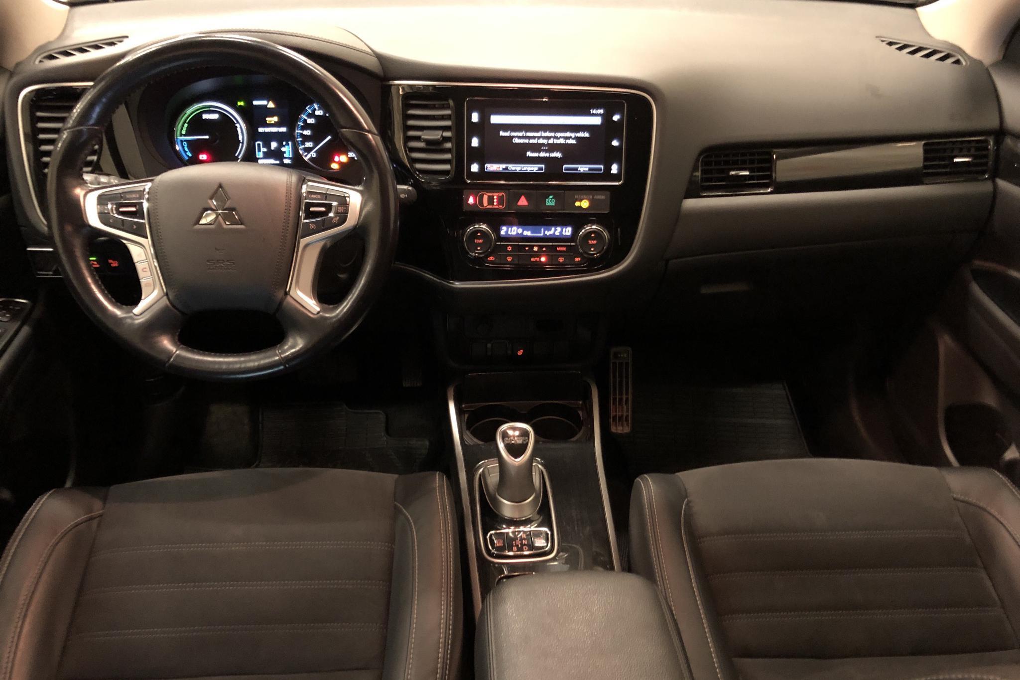 Mitsubishi Outlander 2.0 Plug-in Hybrid 4WD (121hk) - 7 811 mil - Automat - vit - 2017