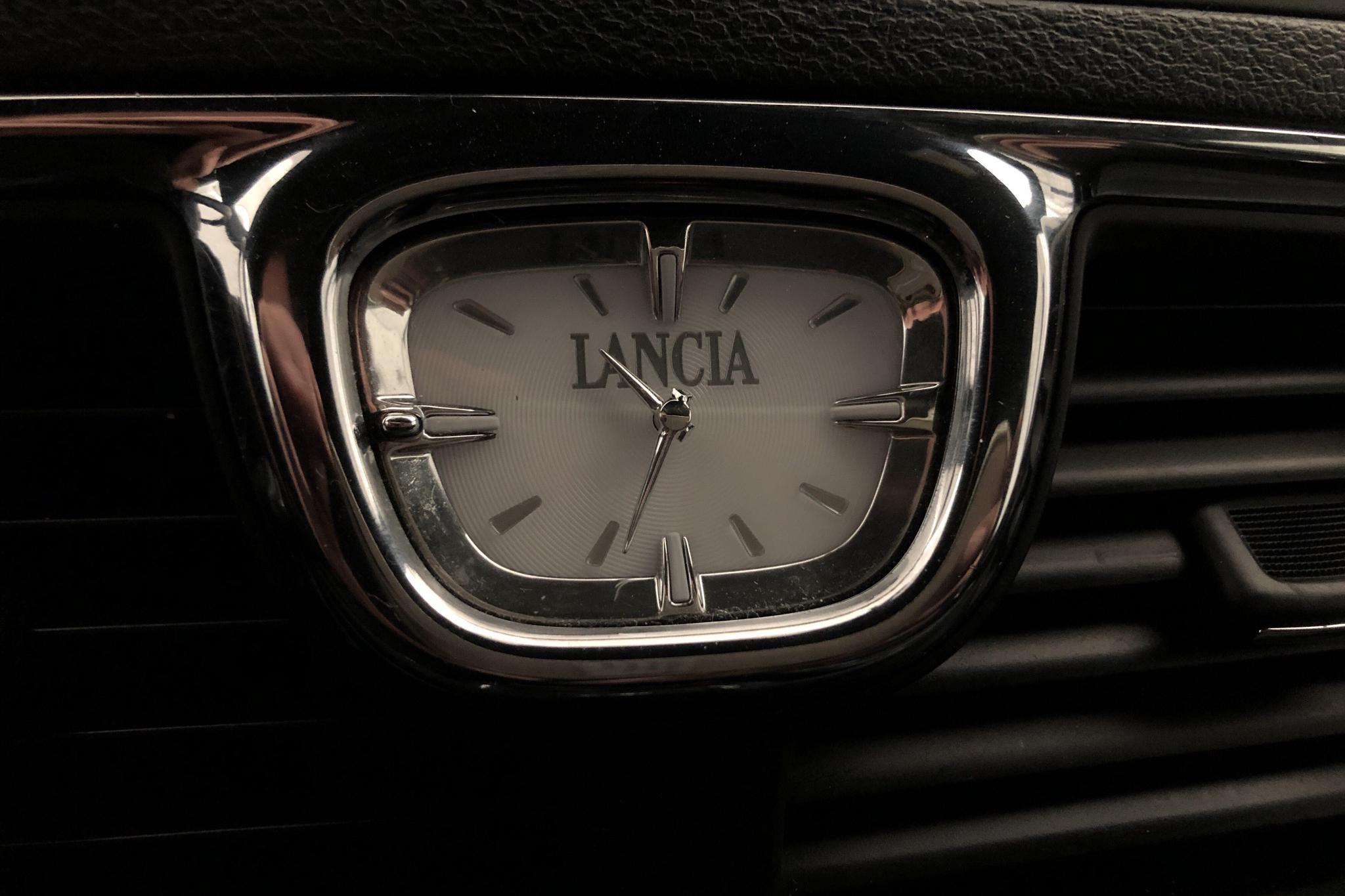 Lancia Lancia Voyager 2.8 Multi-Jet (178hk) - 99 780 km - Automatic - gray - 2015