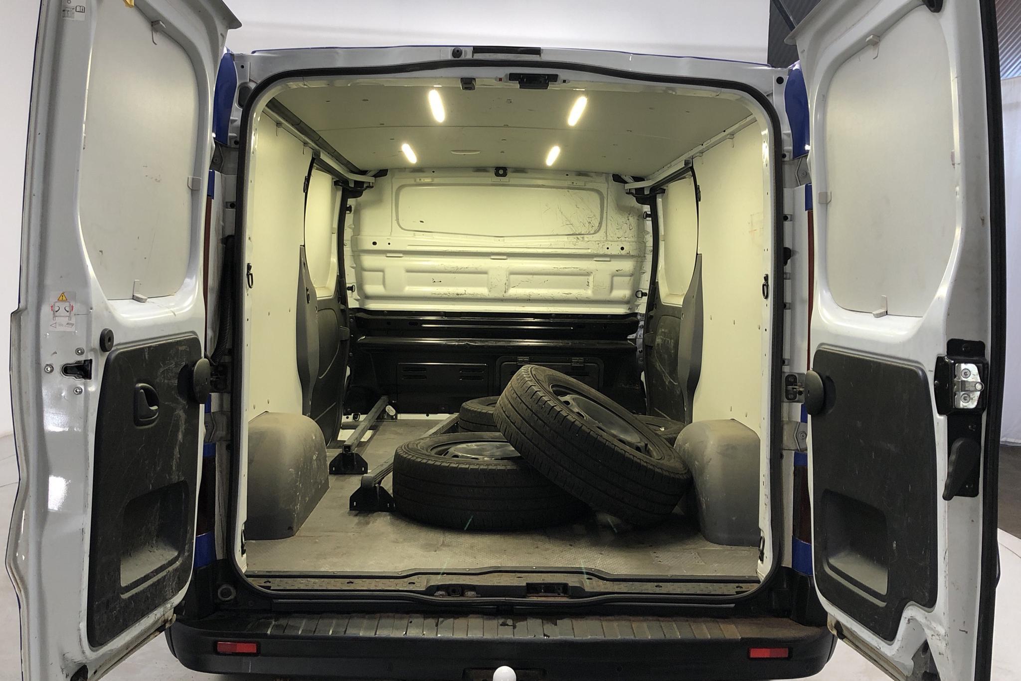 Renault Trafic 1.6 dCi Skåp (140hk) - 123 820 km - Manual - white - 2015