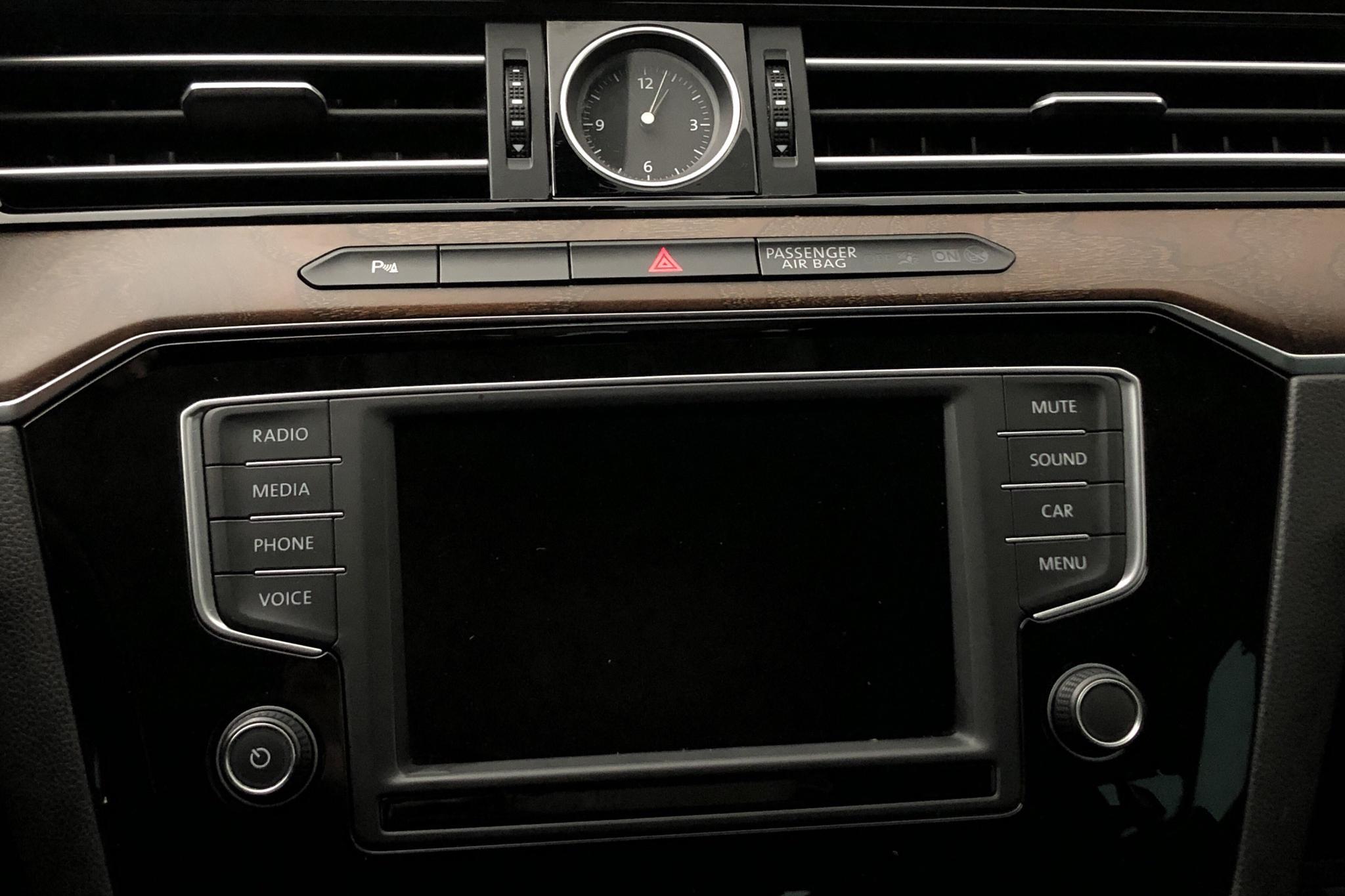 VW Passat 2.0 TDI Sportscombi (190hk) - 136 140 km - Automatic - black - 2016