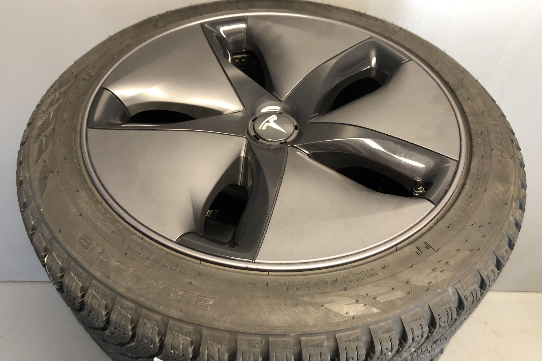 Tesla Model 3 Long Range AWD - 44 070 km - Automatic - white - 2019