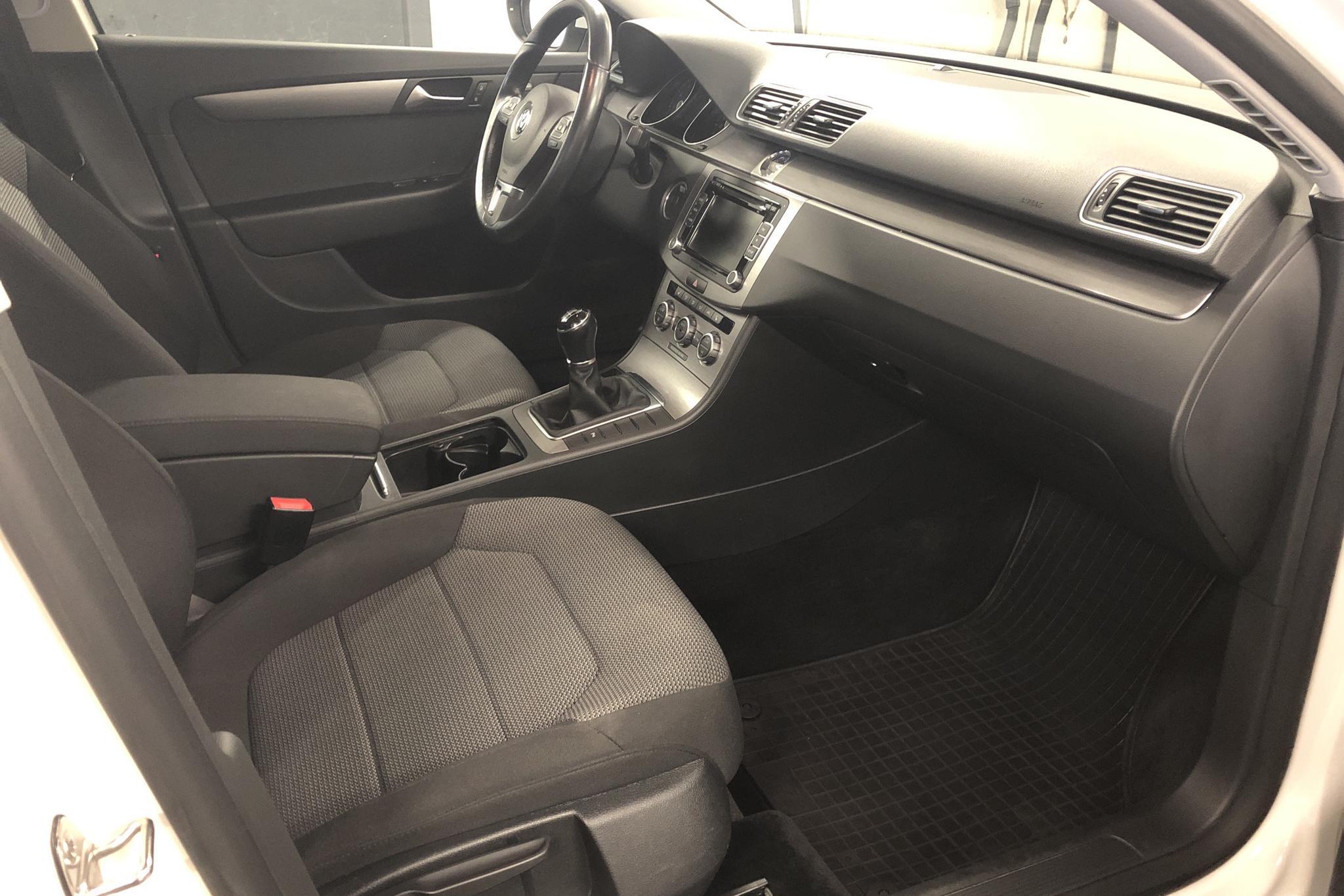 VW Passat 1.4 TSI EcoFuel Variant (150hk) - 101 920 km - Manual - white - 2013