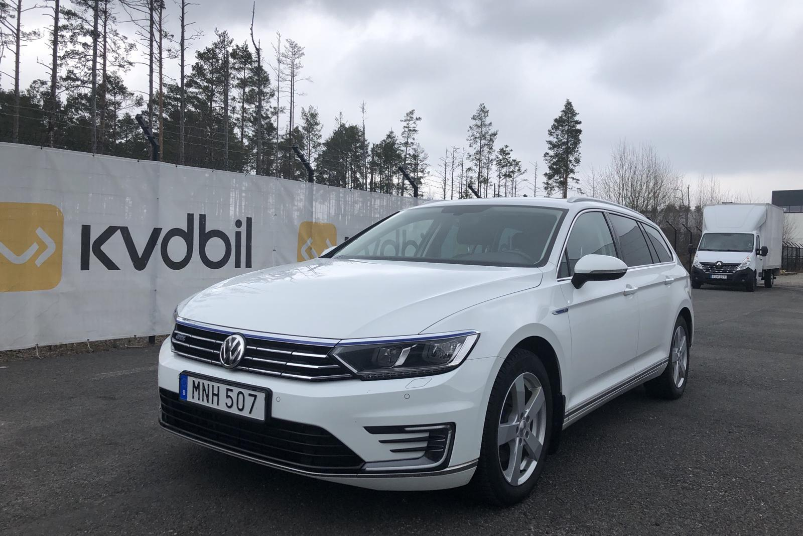 VW Passat 1.4 Plug-in-Hybrid Sportscombi (218hk) - 100 650 km - Automatic - white - 2017