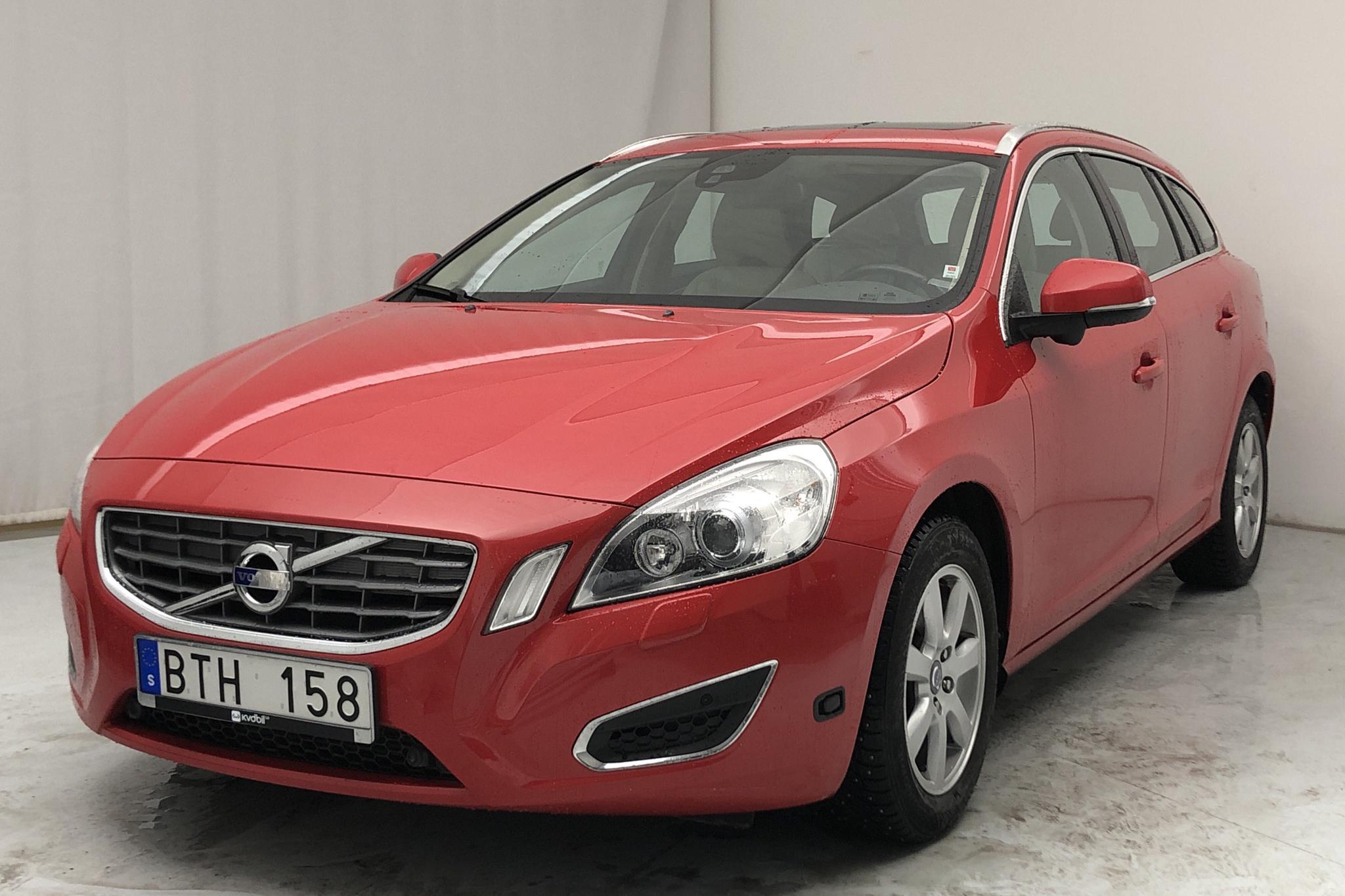 Volvo V60 D2 (115hk) - 87 780 km - Manual - red - 2013