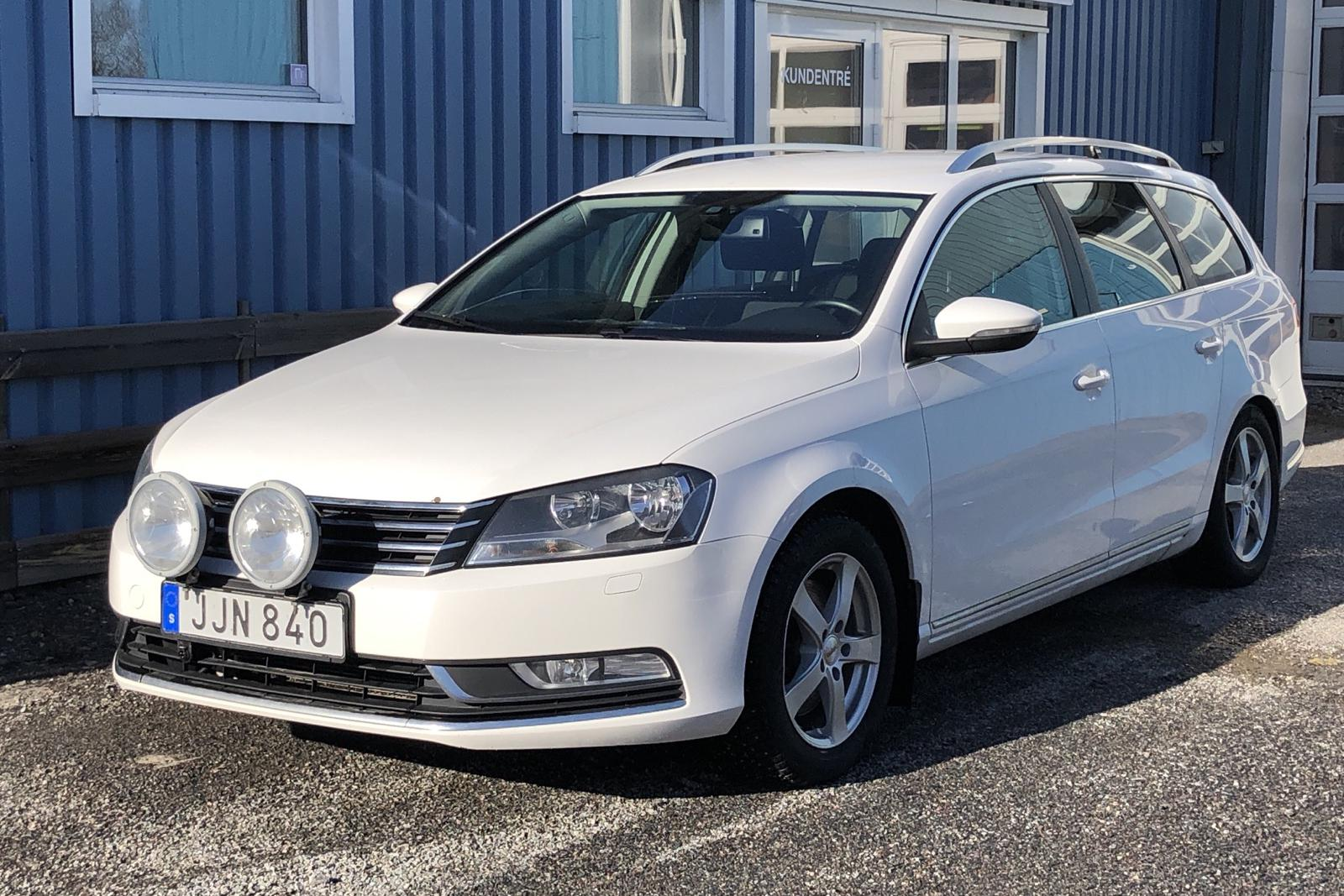 VW Passat 2.0 TDI BlueMotion Technology Variant 4Motion (140hk) - 137 270 km - Manual - white - 2014