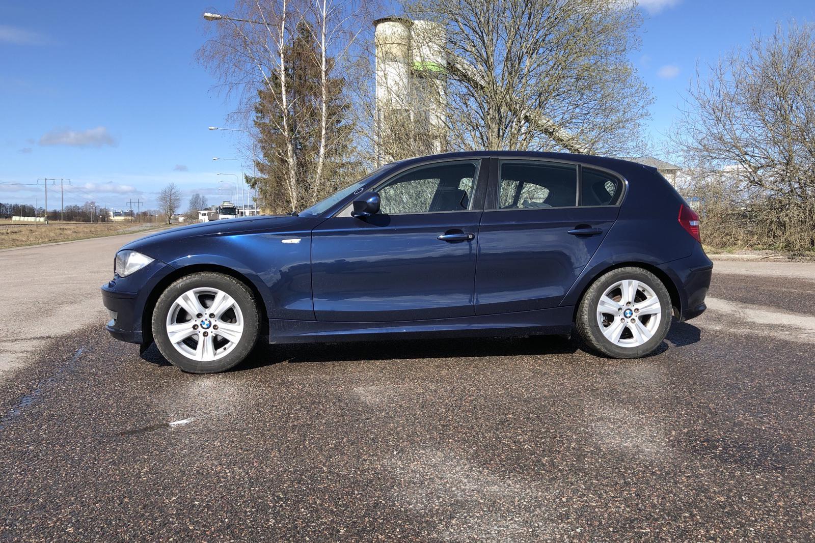 BMW 118d 5dr, E87 (143hk) - 20 396 mil - Manuell - blå - 2010