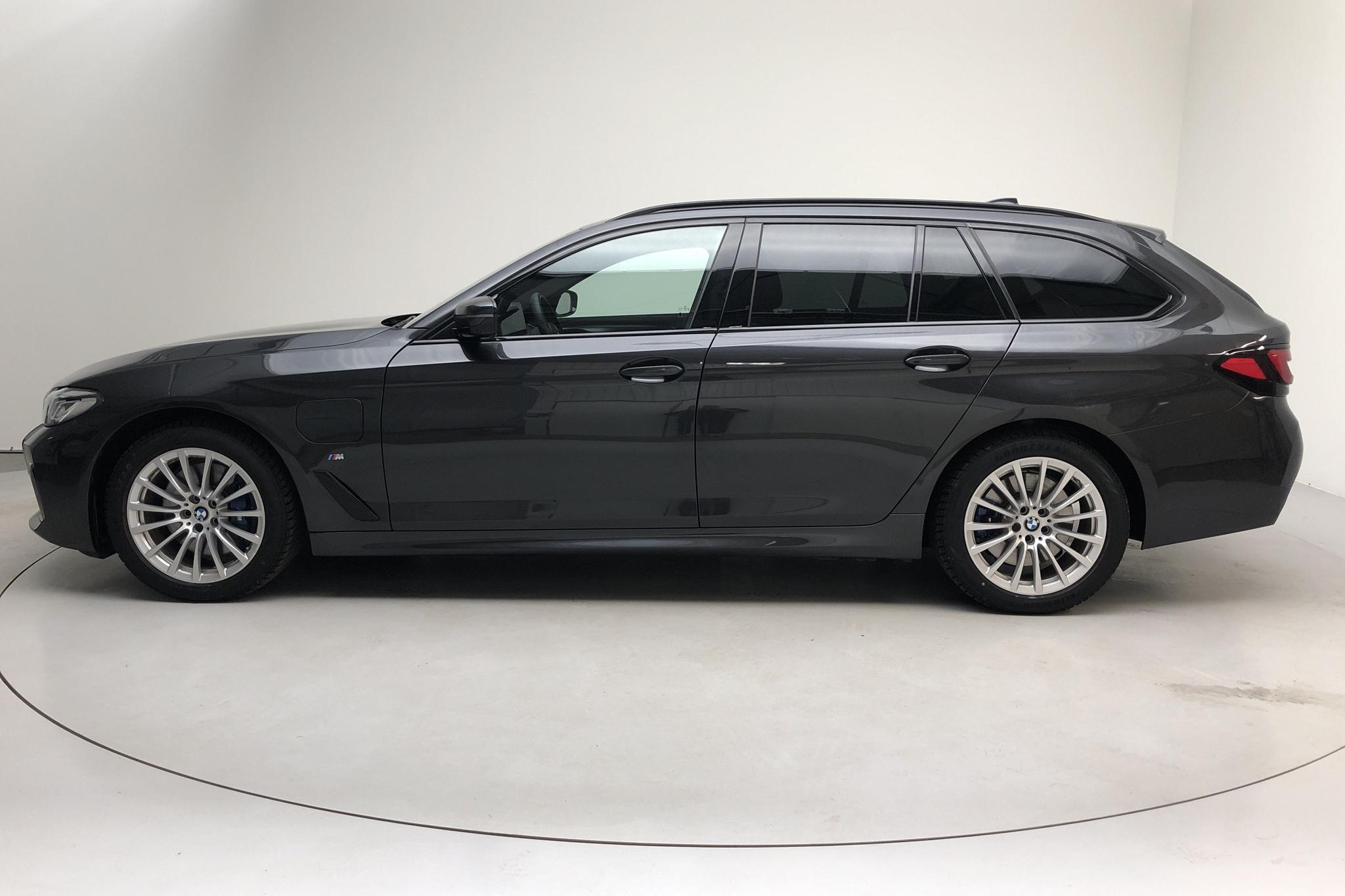 BMW 530e Touring, G31 12kWh LCI (292hk) - 295 mil - Automat - grå - 2021