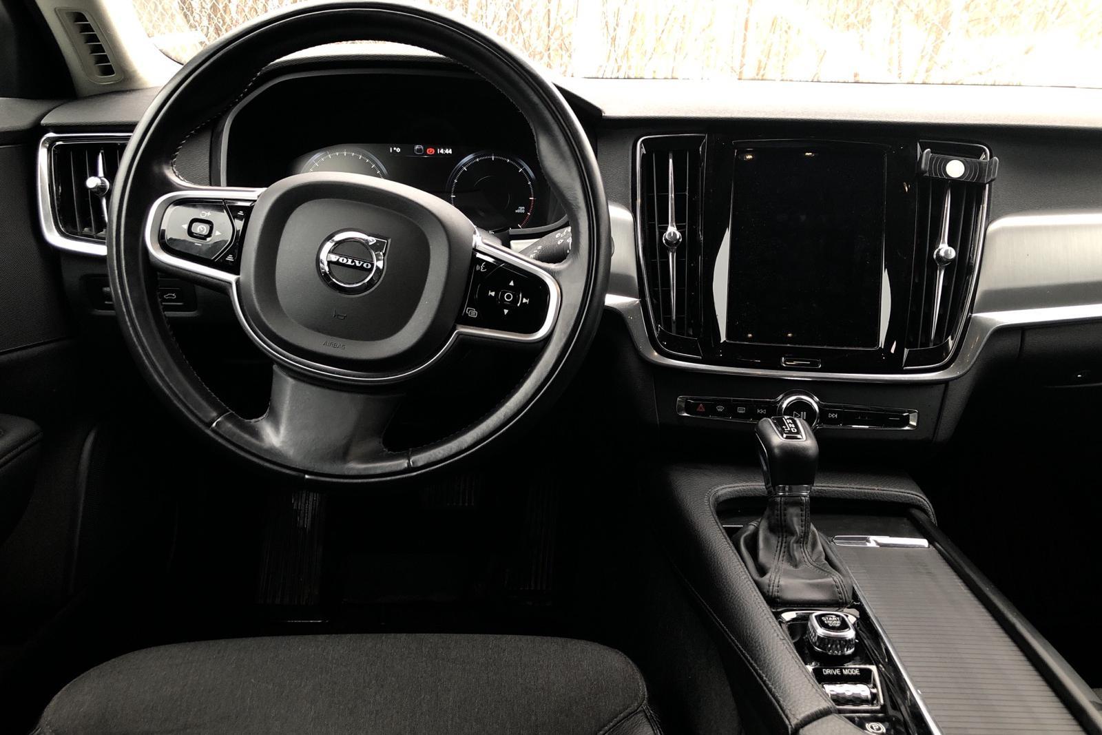 Volvo V90 D4 Cross Country AWD (190hk) - 5 928 mil - Automat - svart - 2018