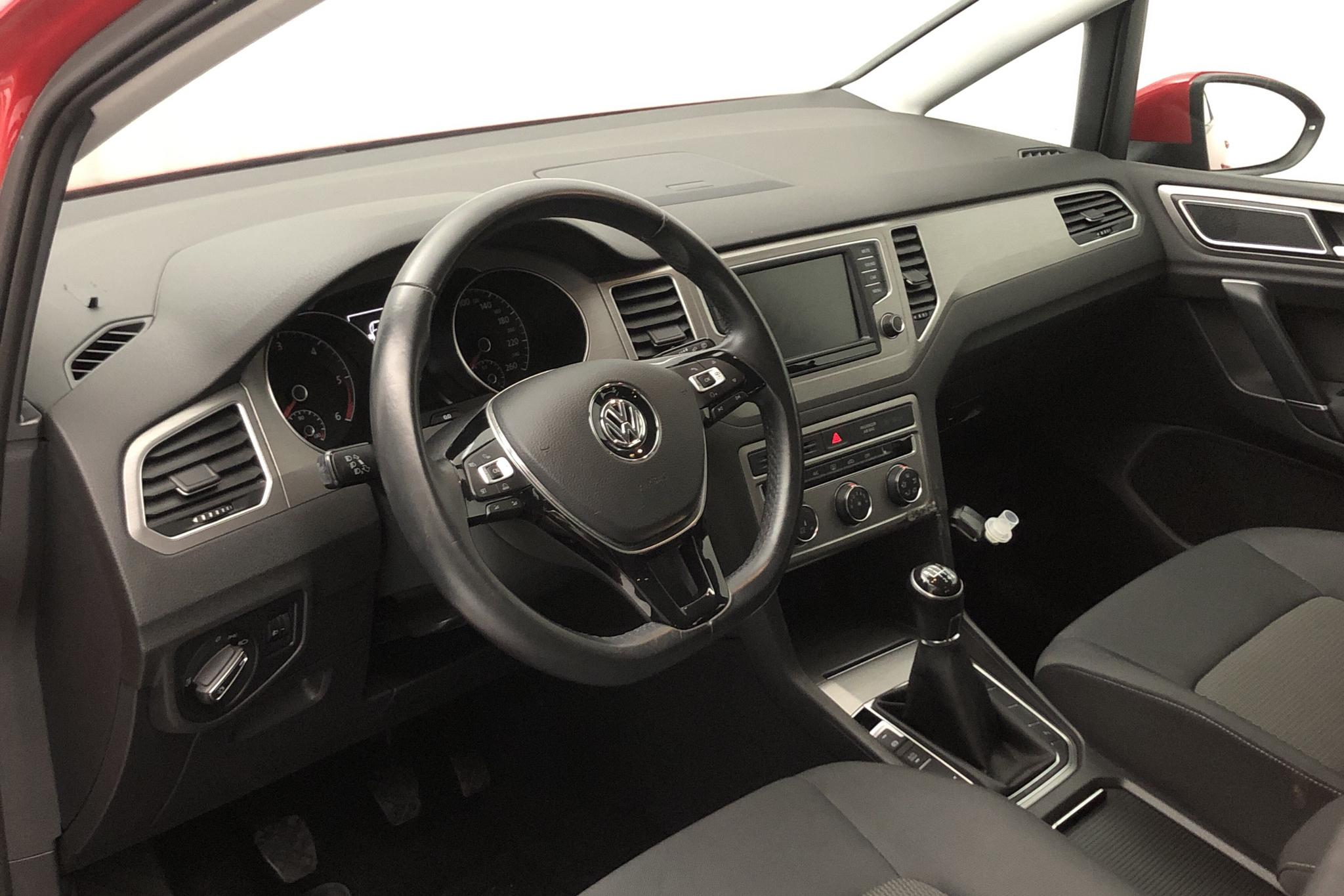 VW Golf VII 1.6 TDI BlueMotion Technology Sportsvan (110hk) - 6 621 mil - Manuell - röd - 2016
