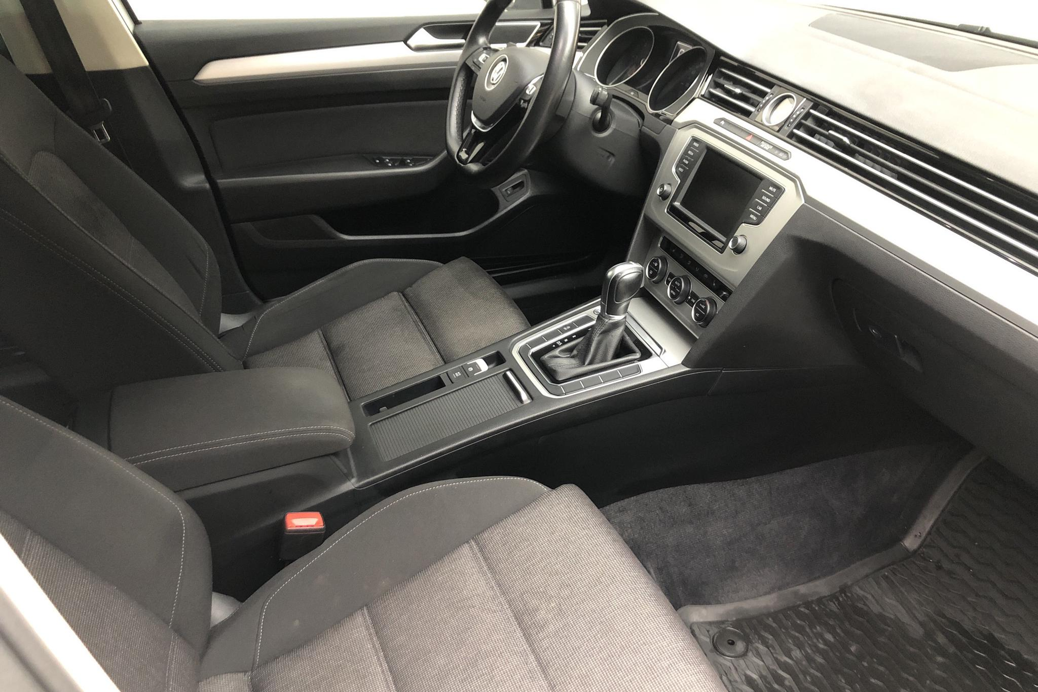 VW Passat 2.0 TDI Sportscombi (150hk) - 208 600 km - Automatic - white - 2016