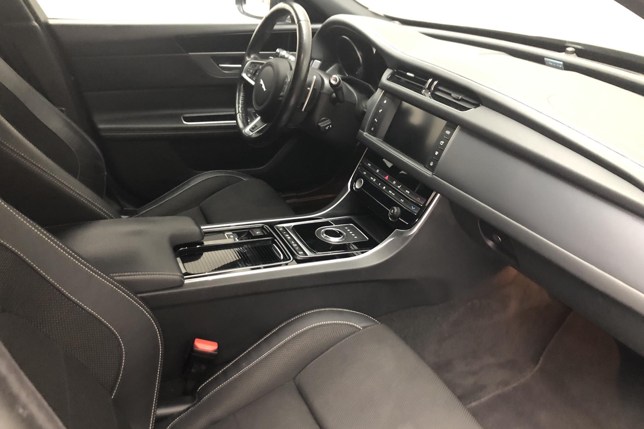 Jaguar XF 2.0D Sportbrake RWD (180hk) - 115 450 km - Automatic - black - 2018