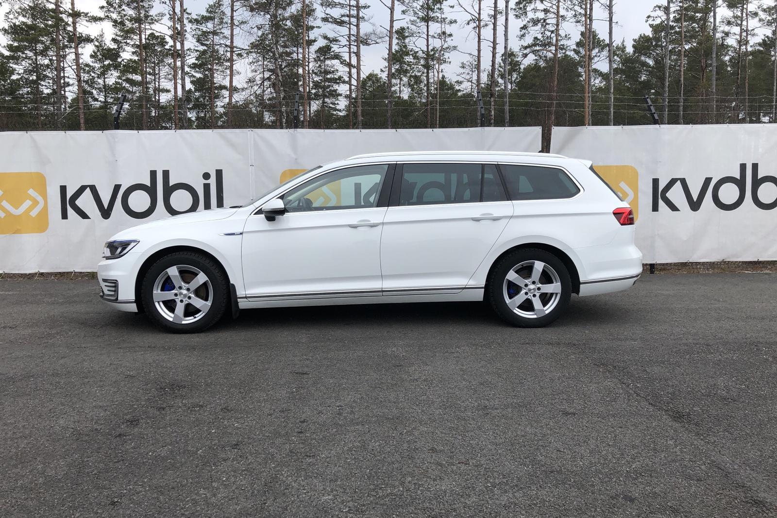 VW Passat 1.4 Plug-in-Hybrid Sportscombi (218hk) - 9 546 mil - Automat - vit - 2017