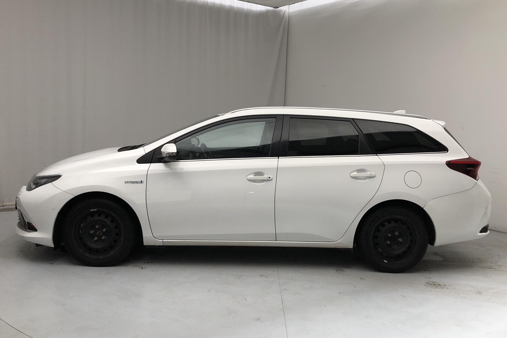 Toyota Auris 1.8 HSD Touring Sports (99hk) - 132 560 km - Automatic - white - 2017