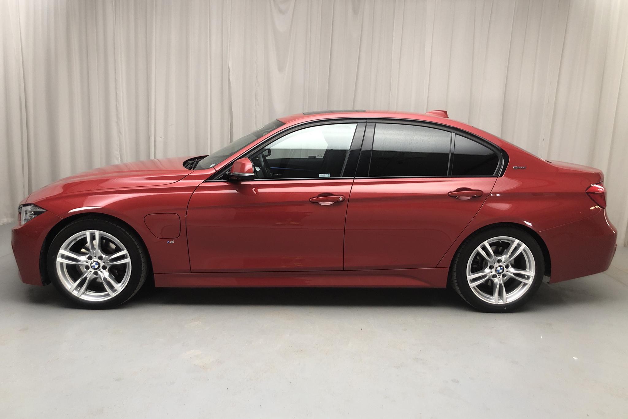 BMW 330e Sedan, F30 (252hk) - 6 085 mil - Automat - röd - 2017