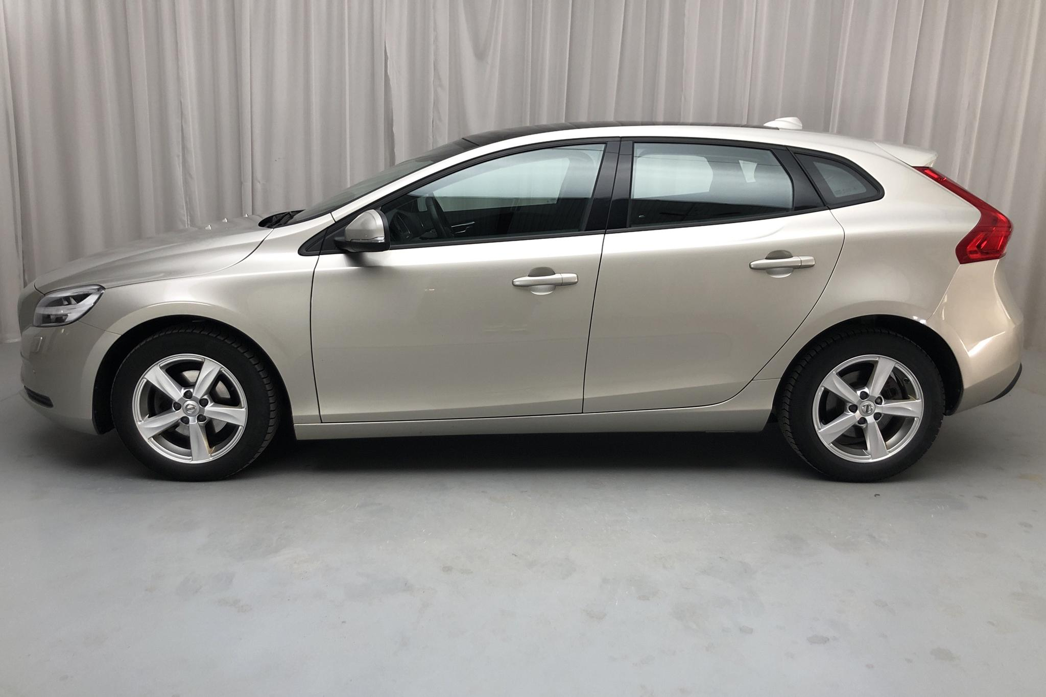 Volvo V40 D2 (120hk) - 63 000 km - Manual - Light Brown - 2018