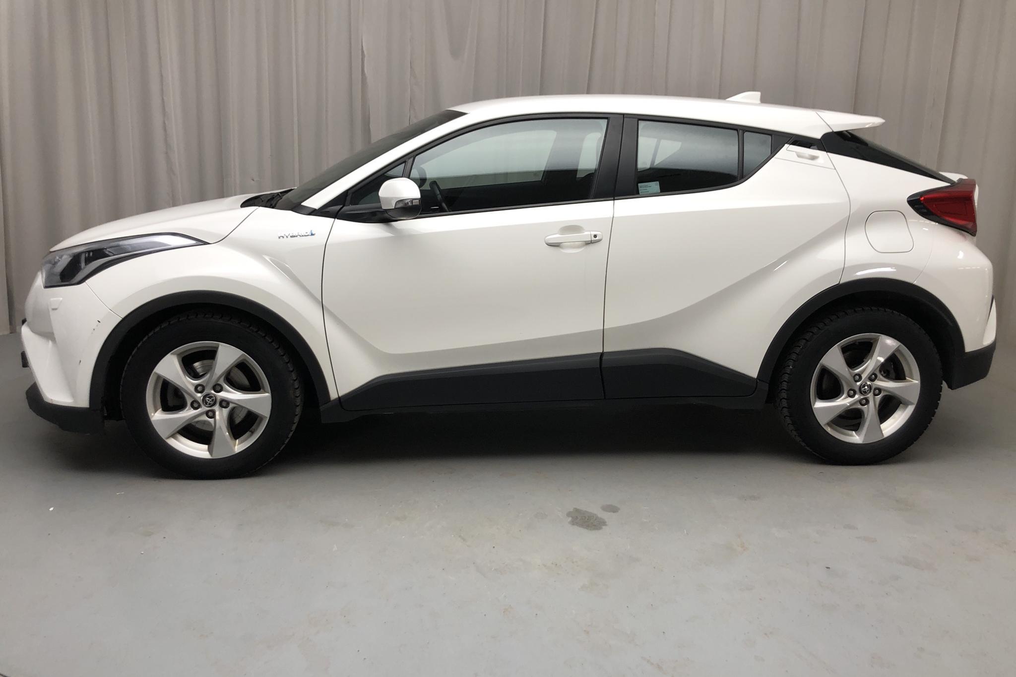 Toyota C-HR 1.8 HSD (122hk) - 20 374 mil - Automat - vit - 2019