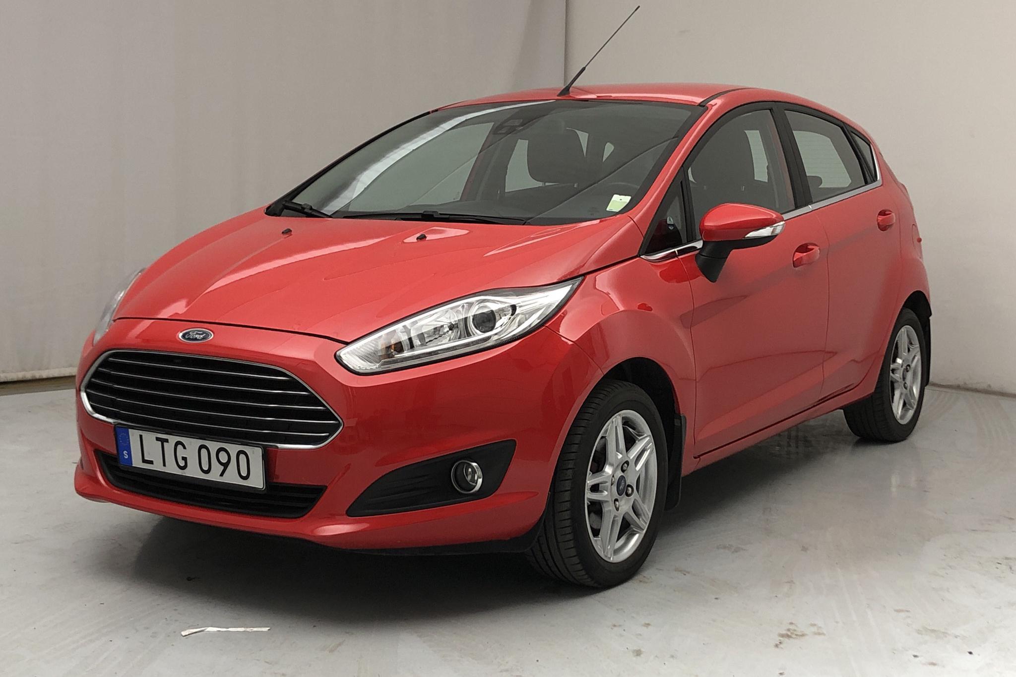 Ford Fiesta 1.0 5dr (80hk) - 4 748 mil - Manuell - röd - 2015