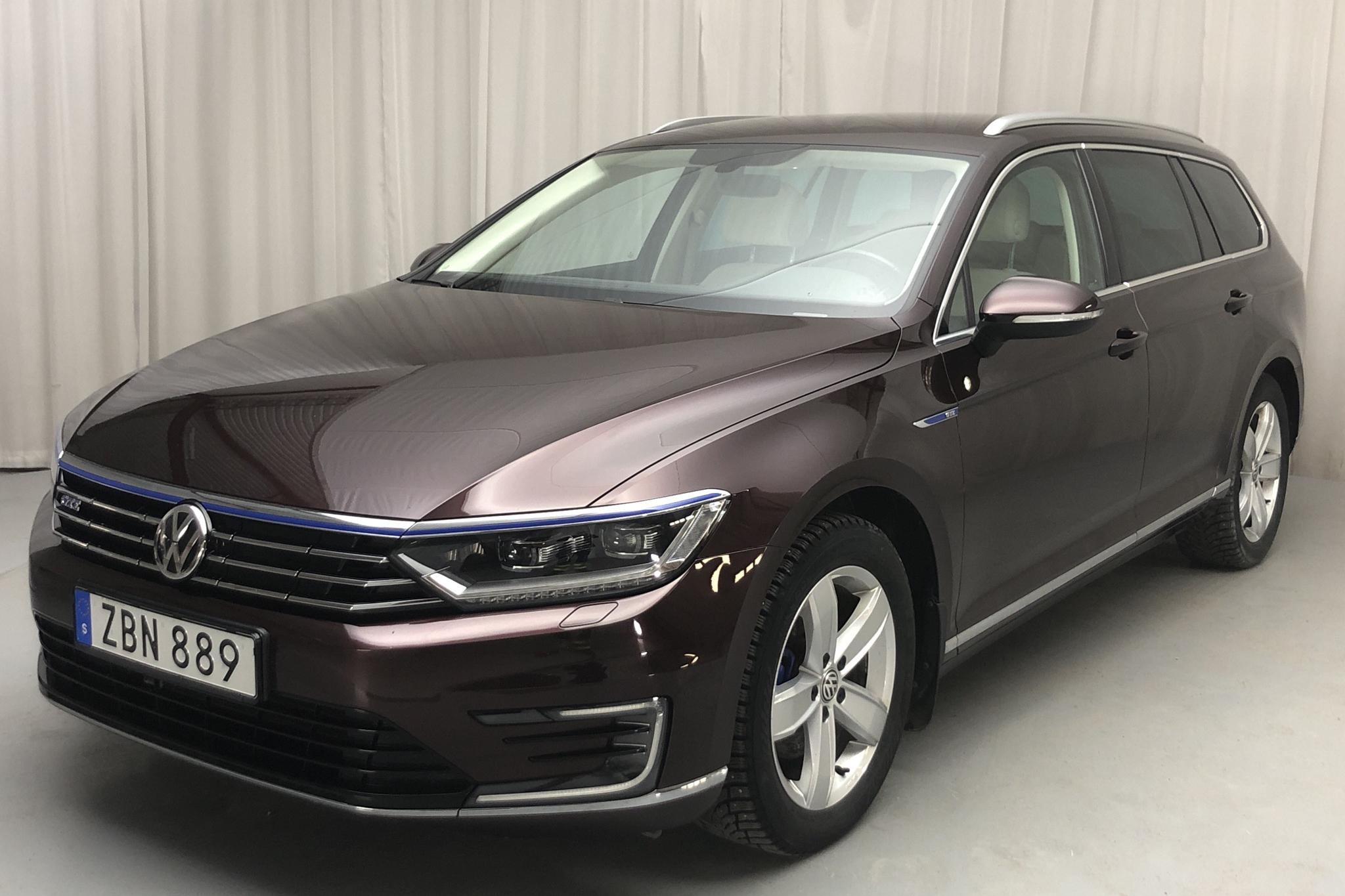 VW Passat 1.4 Plug-in-Hybrid Sportscombi (218hk) - 72 260 km - Automatic - Dark Red - 2018