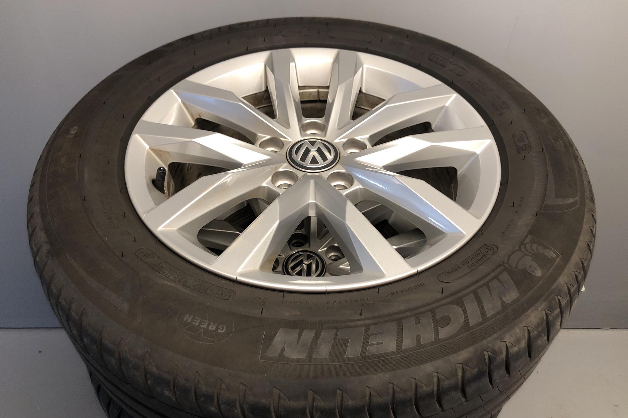 VW Passat 1.4 TSI Sportscombi (150hk) - 5 378 mil - Manuell - vit - 2018