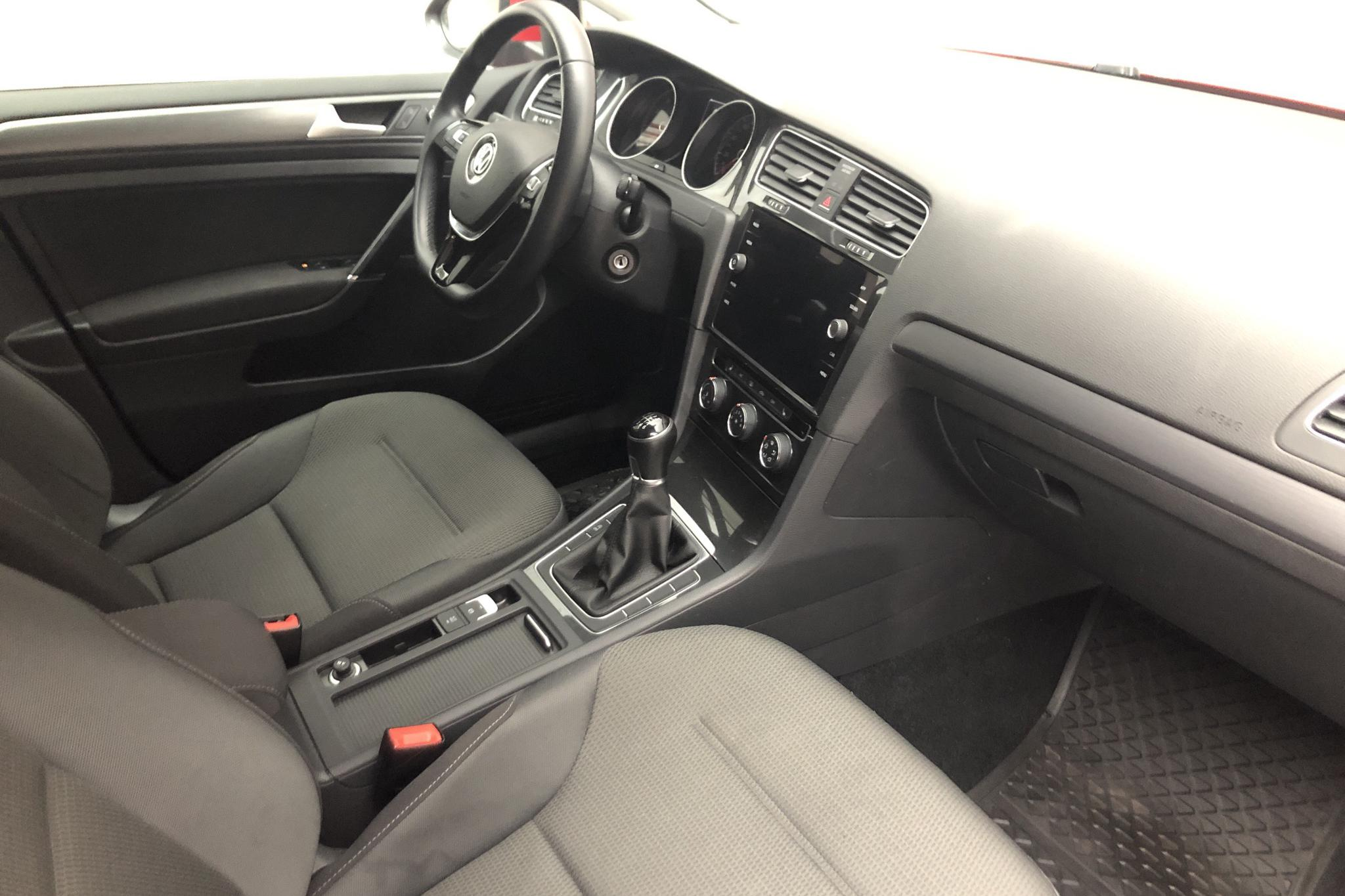 VW Golf VII 1.0 TSI 5dr (110hk) - 4 878 mil - Manuell - röd - 2018