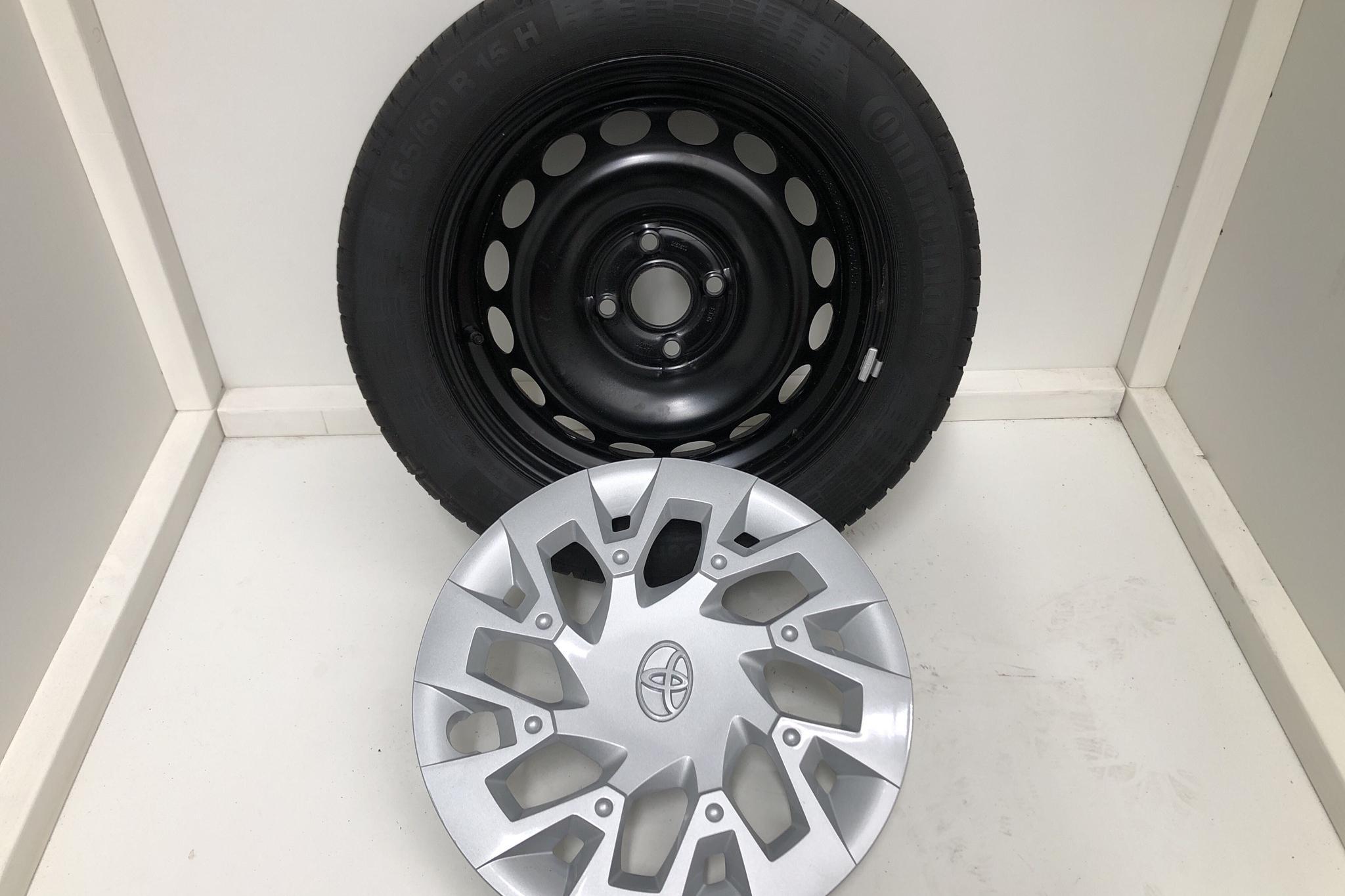 Toyota Aygo 1.0 5dr (72hk) - 72 mil - Manuell - röd - 2021