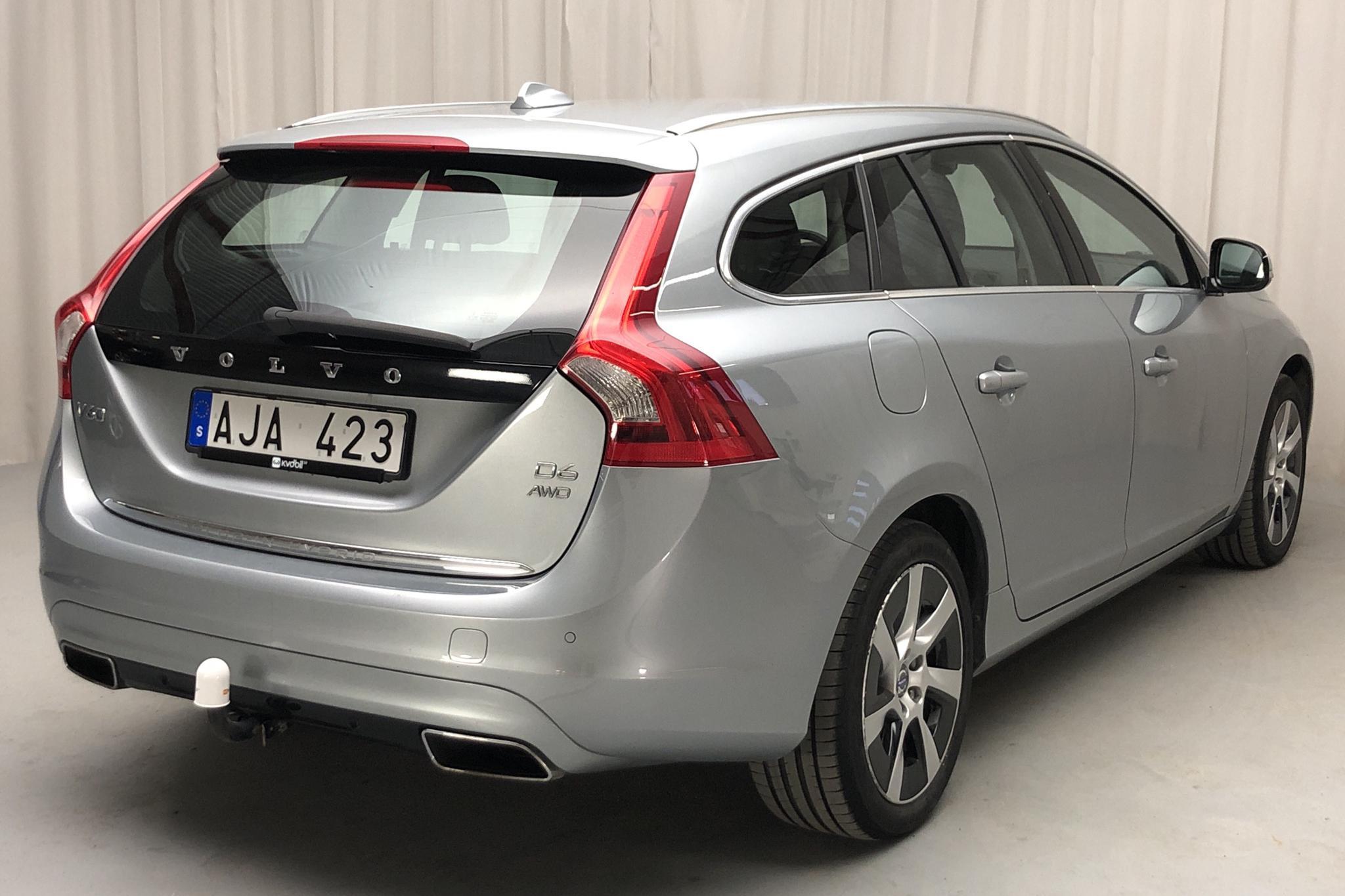 Volvo V60 D6 AWD Plug-in Hybrid (215hk) - 124 000 km - Automatic - silver - 2013