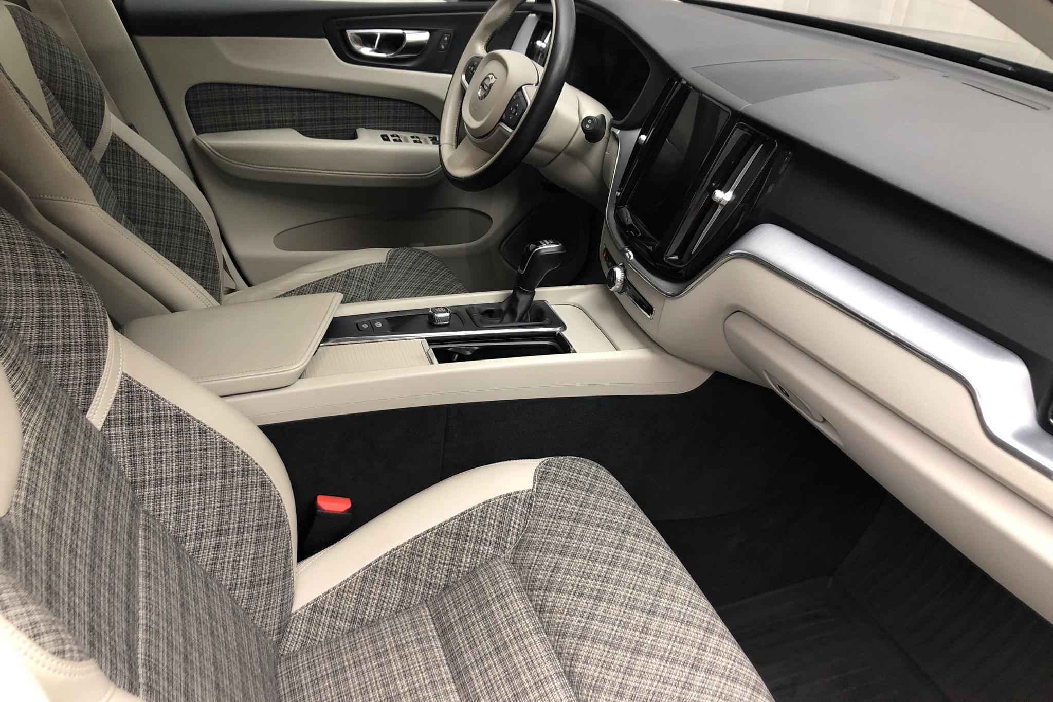 Volvo XC60 D4 AWD (190hk) - 8 170 mil - Manuell - grå - 2019