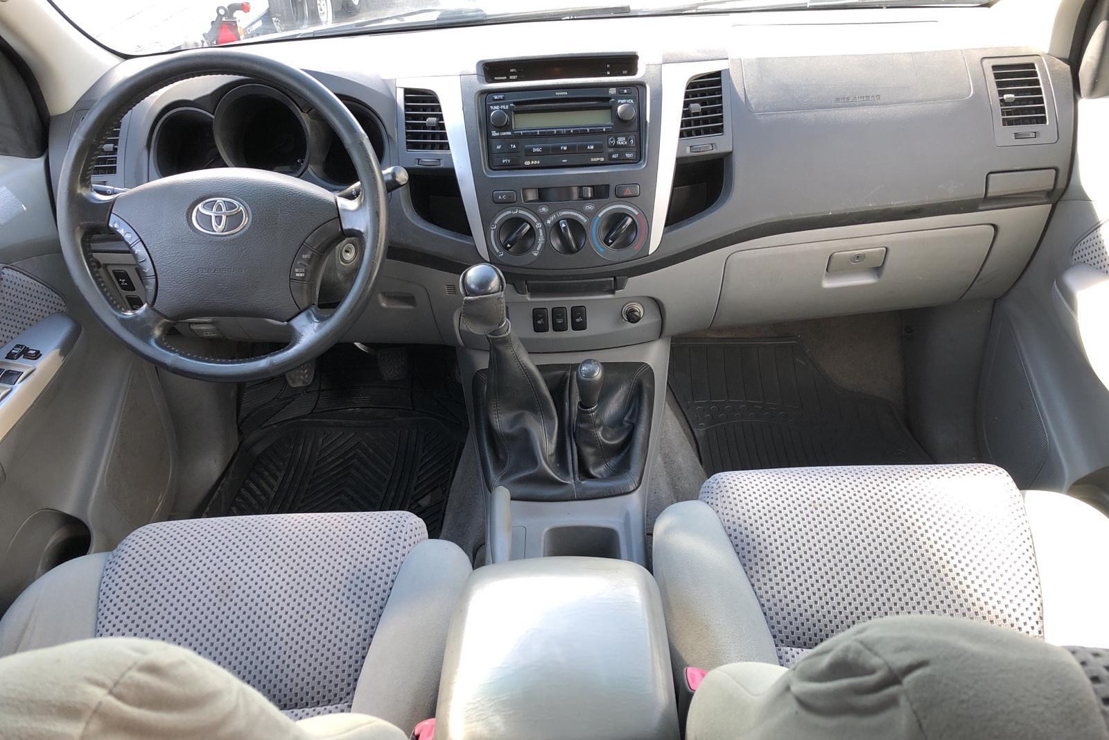 Toyota Hilux 2.5 D-4D 4WD (120hk) - 28 616 mil - Manuell - Light Brown - 2009