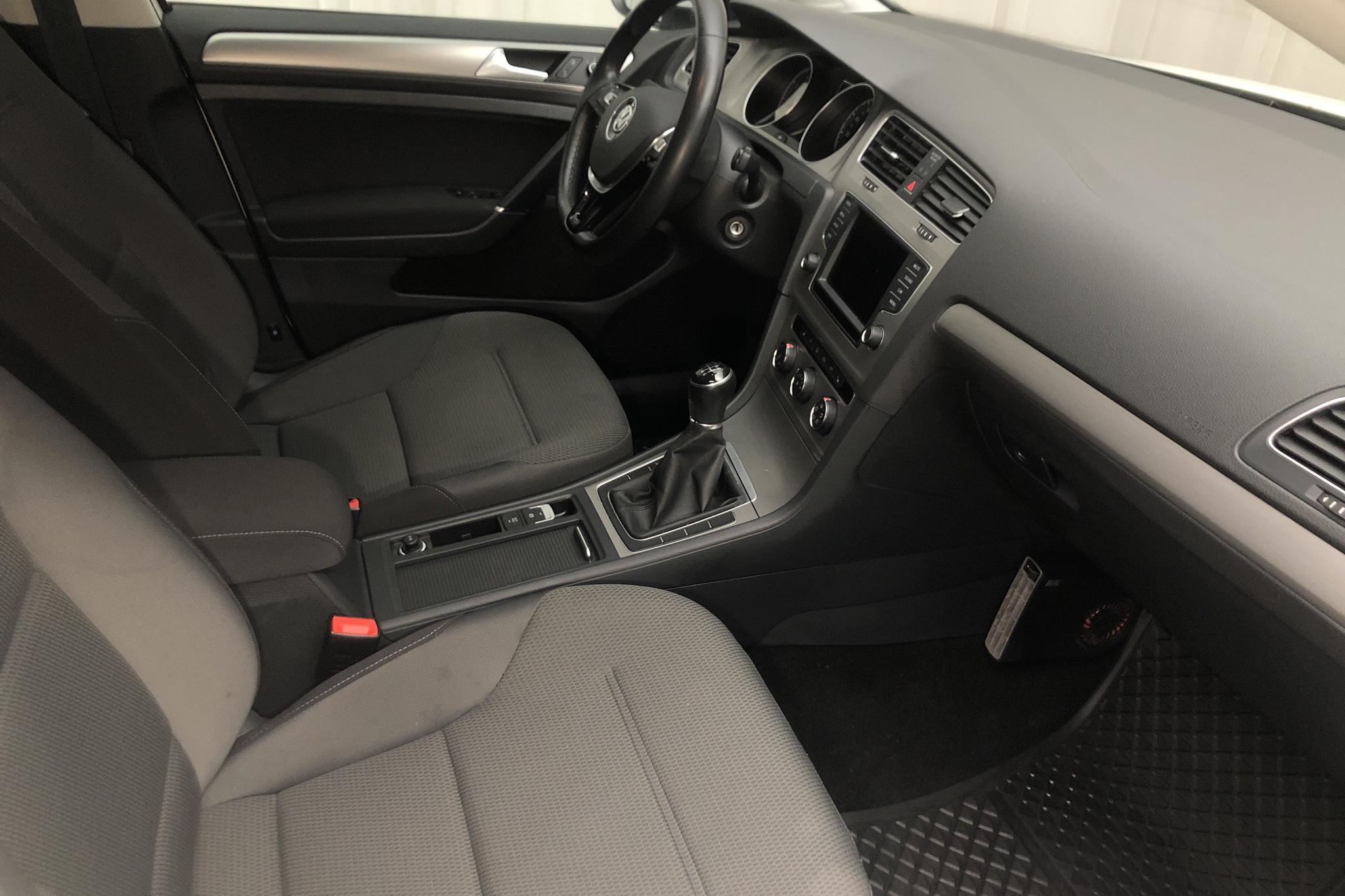 VW Golf VII 1.4 TGI BlueMotion Sportscombi (110hk) - 4 086 mil - Manuell - vit - 2016