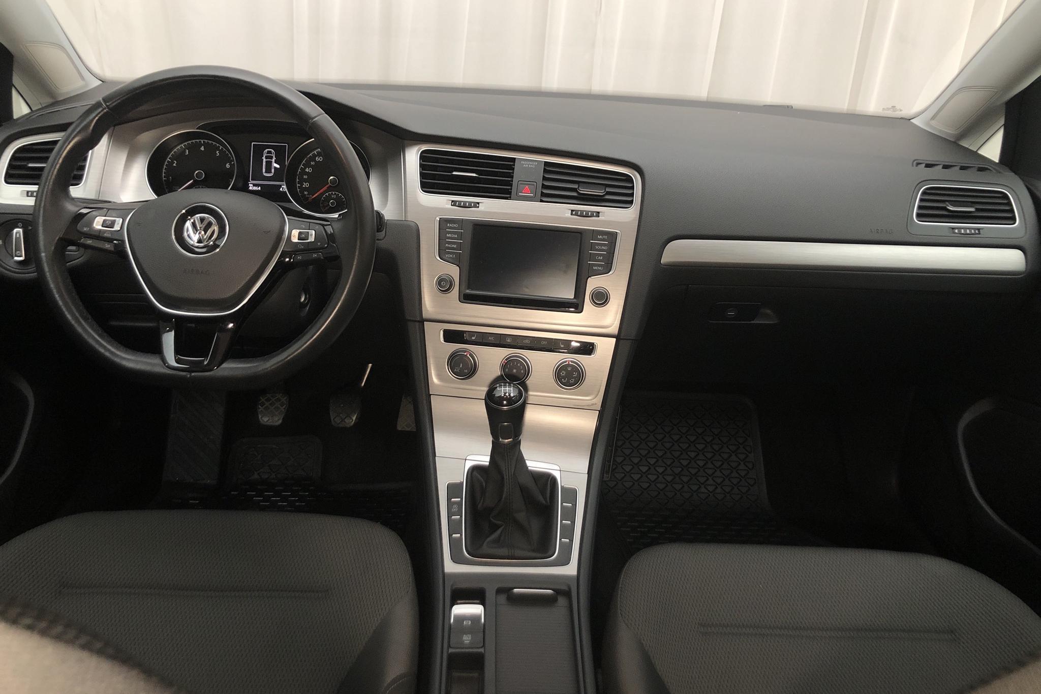 VW Golf VII 1.4 TGI BlueMotion Sportscombi (110hk) - 40 860 km - Manual - white - 2016