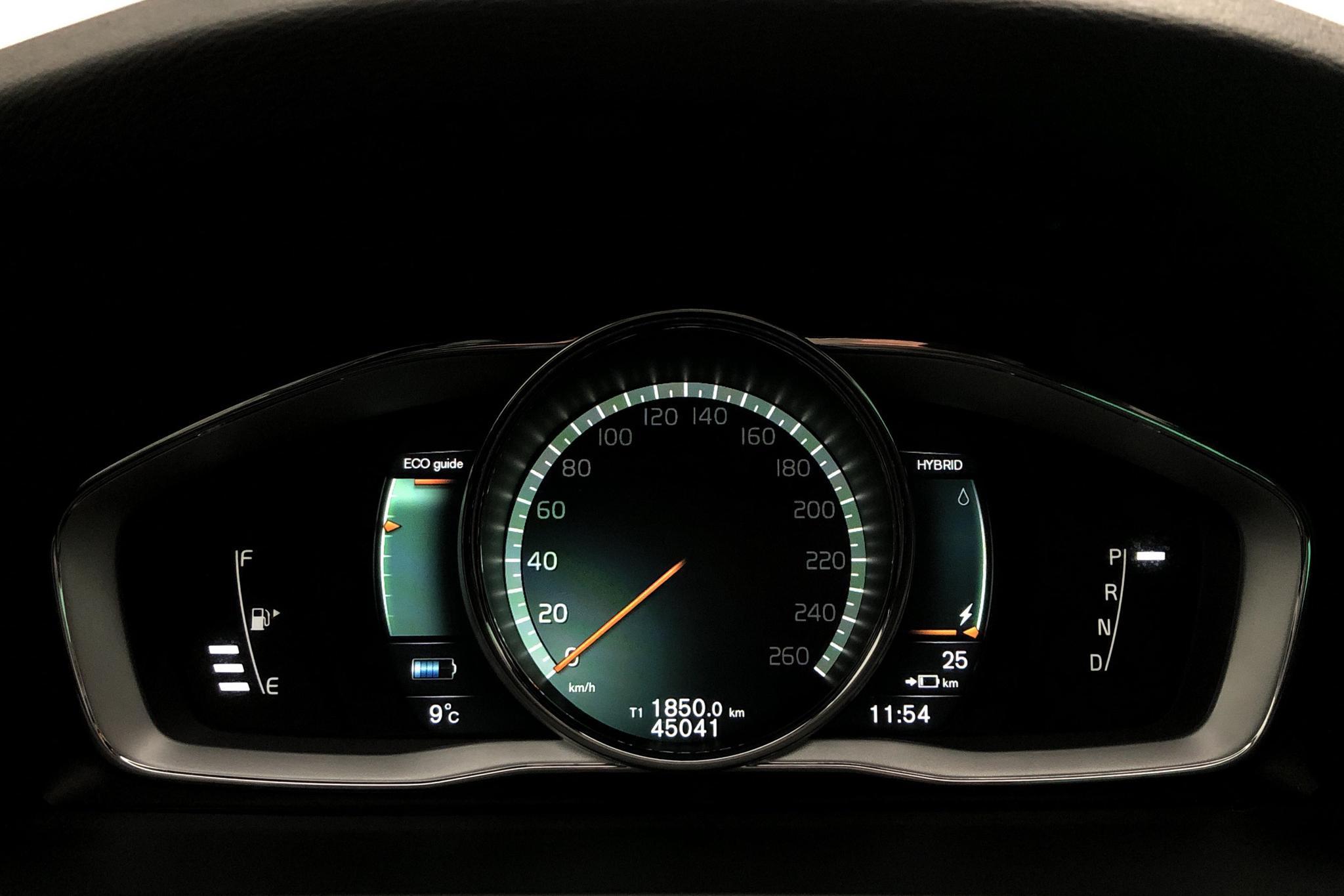 Volvo V60 D5 AWD Twin Engine (163hk) - 45 030 km - Automatic - white - 2018