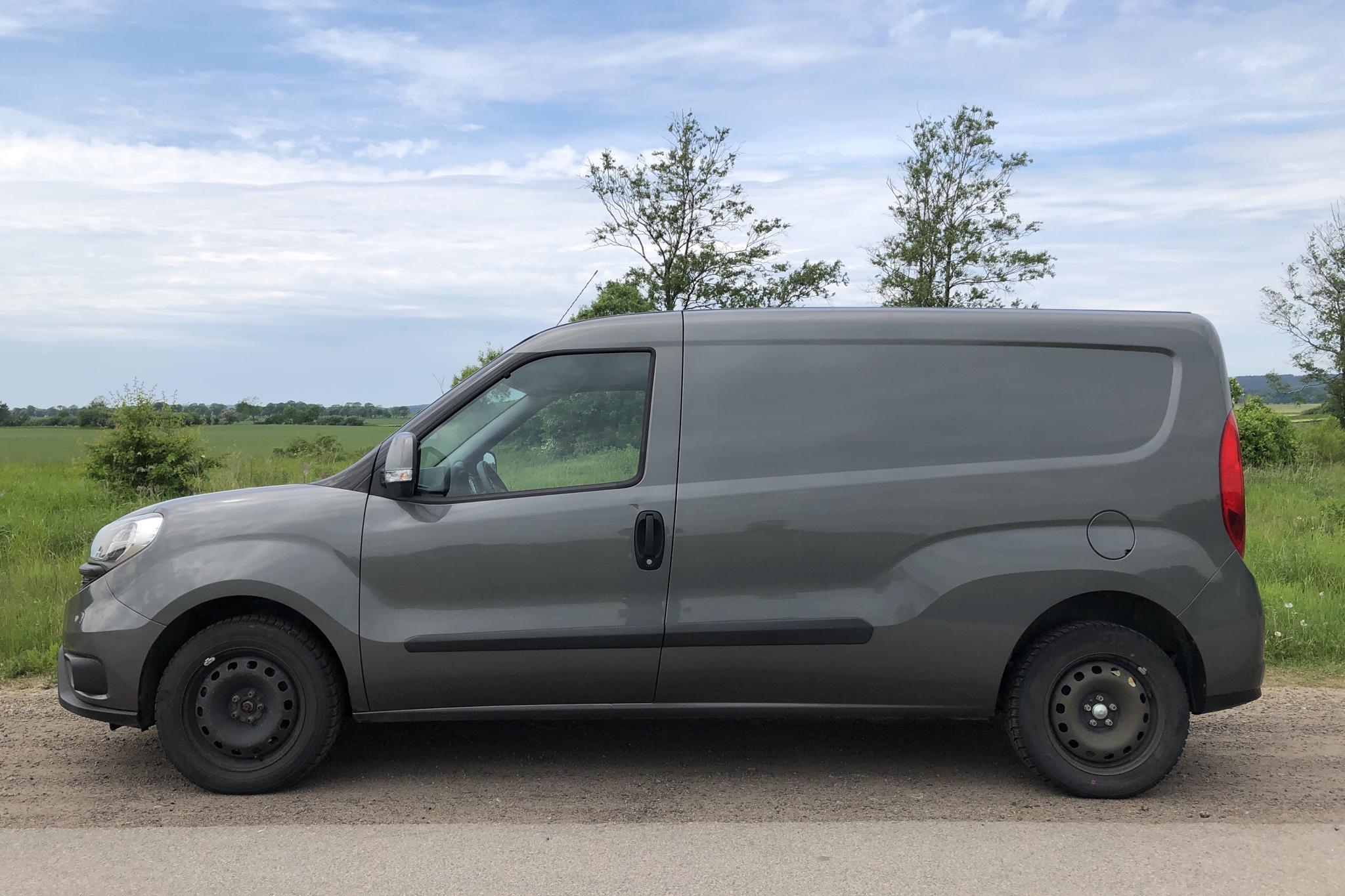 Fiat Doblo Cargo 1.3 MJT (90hk) - 6 570 km - Manual - gray - 2015